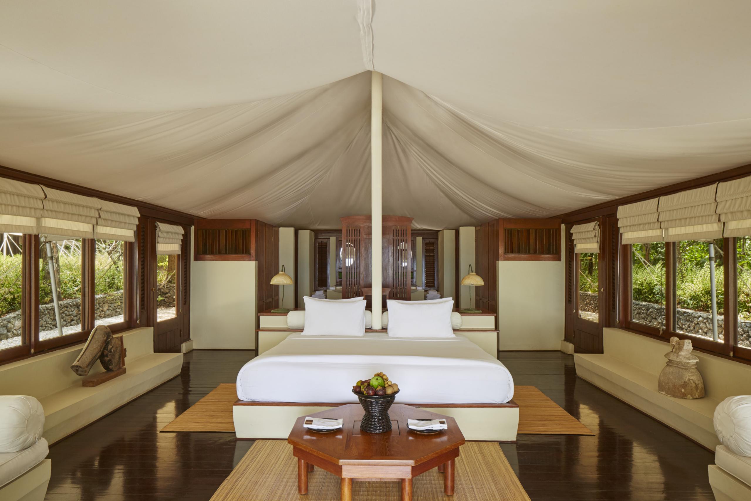 amanwana-moyo-island-tent-interior