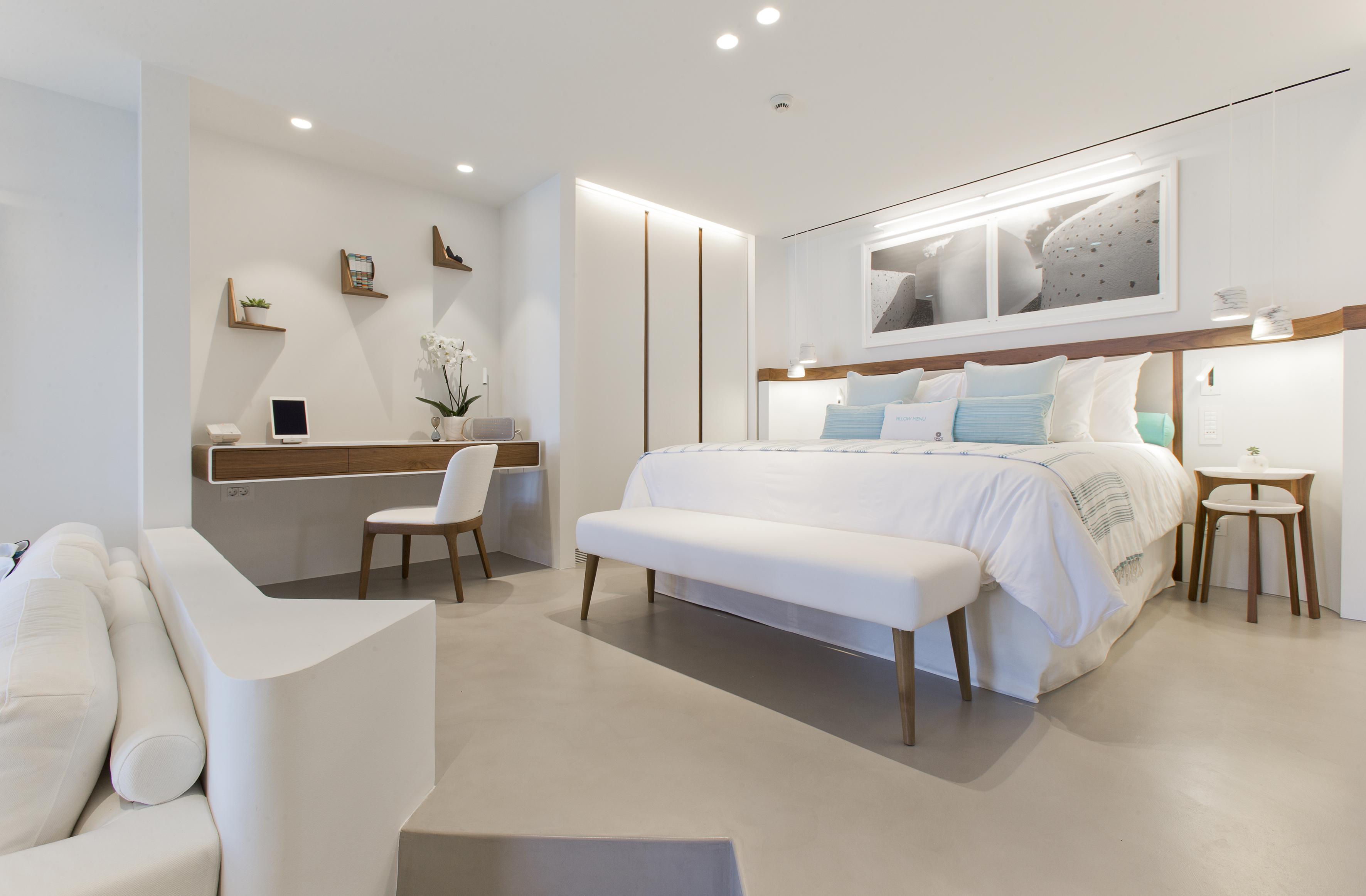 luxury-vacation-santorini