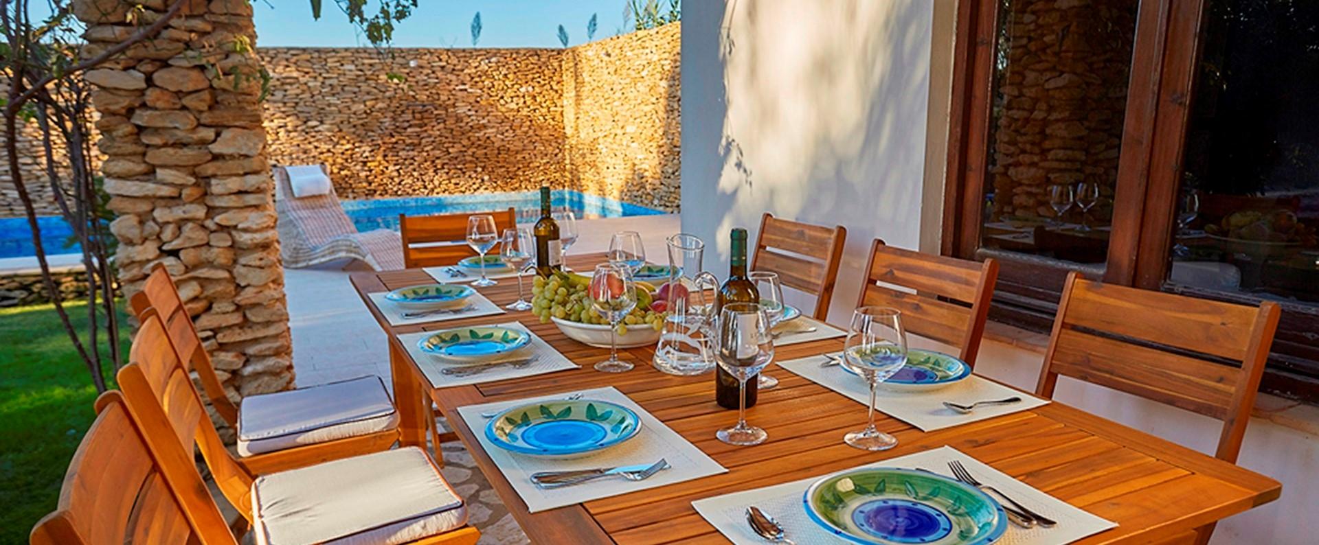 villa-selinunte-sicily-dining-terrace