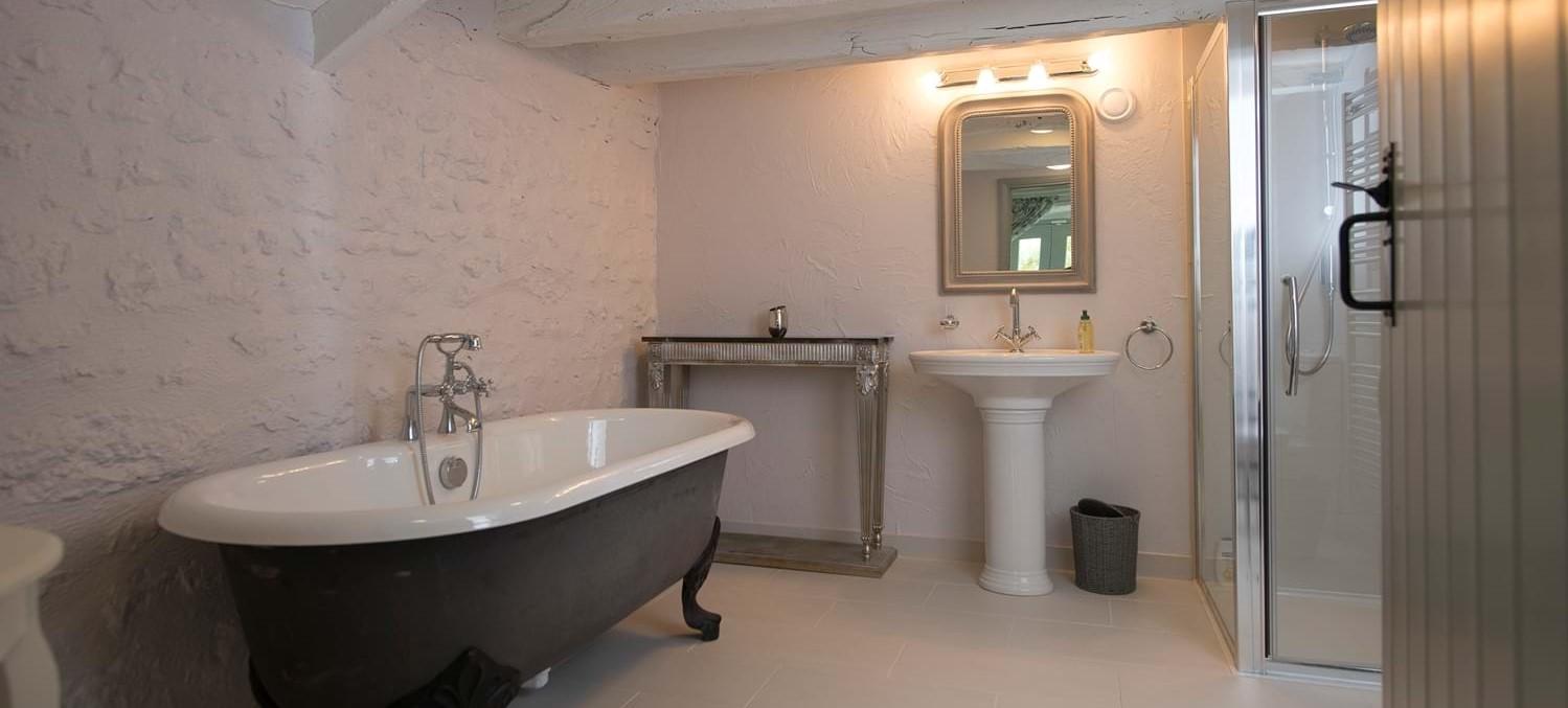 chateau-le-chartreuse-bathroom