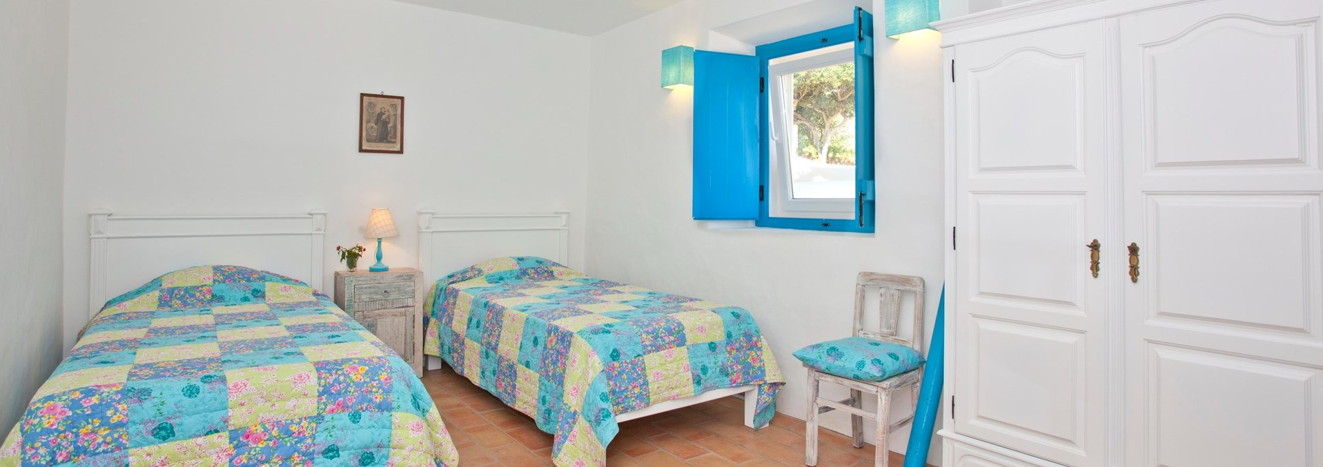 beach-cottage-twin-bedroom2
