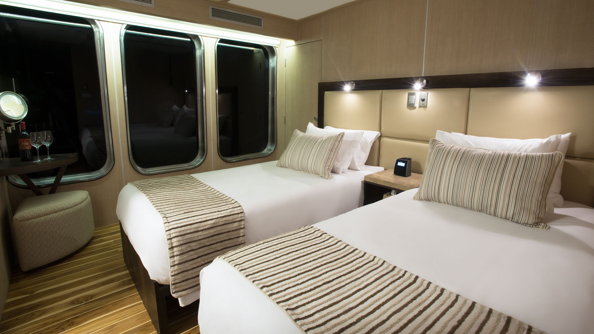 twin-bed-cabin-mv-origin