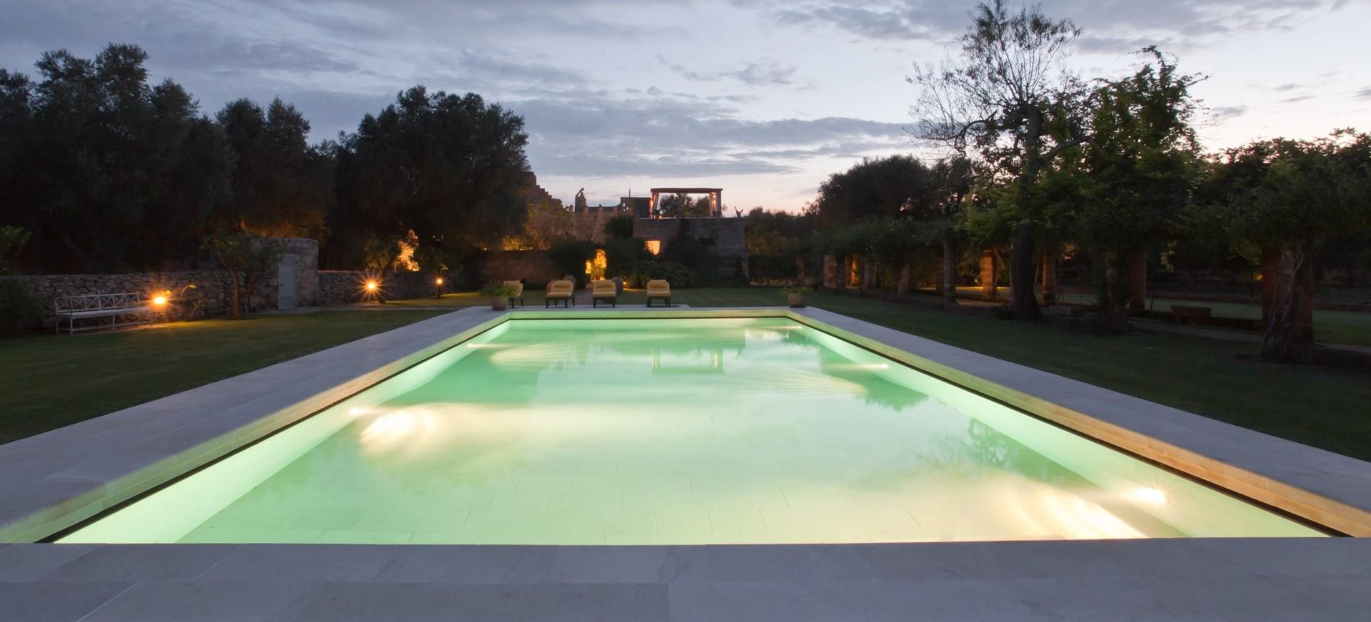 villa-le-more-pool-night