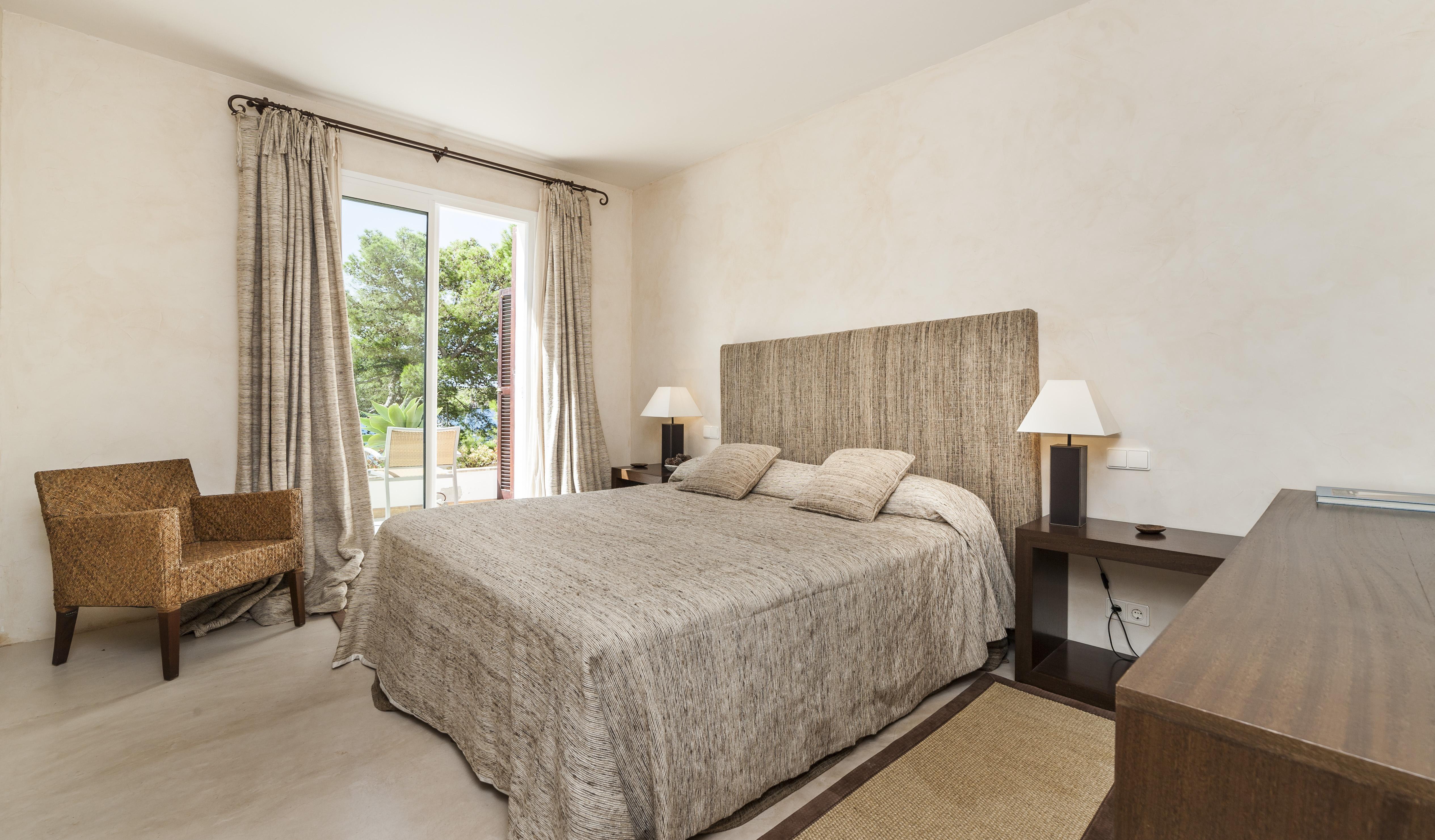 luxury-bedroom-can-mondrago