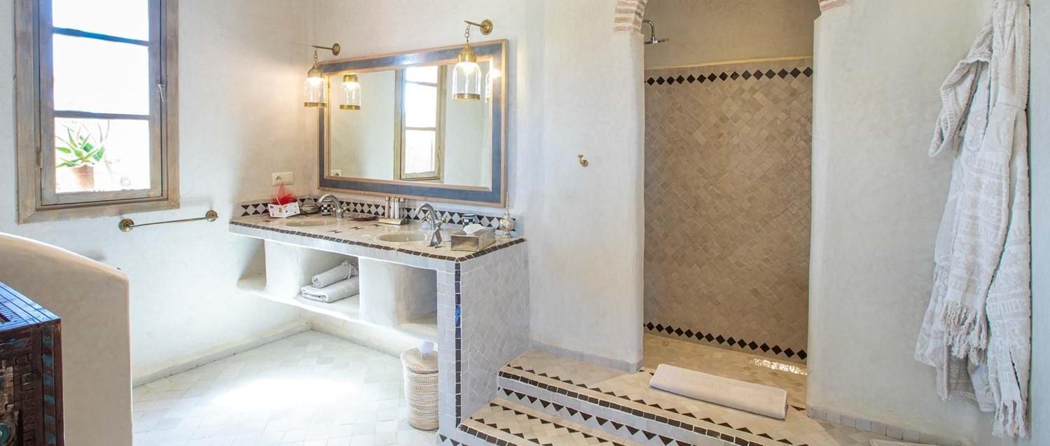 villa-begonia-essaouira-master-bathroom.