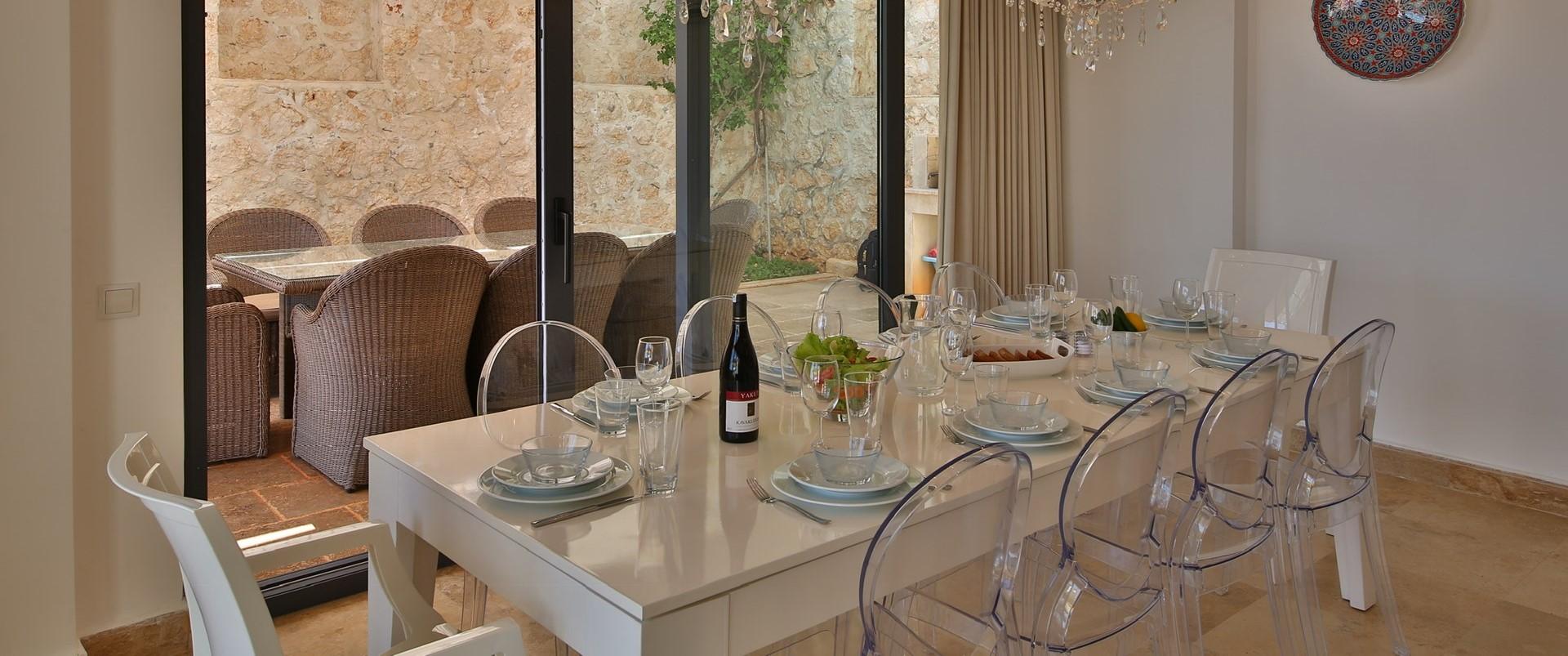 villa-ecrin-kalkan-indoor-outdoor-dining