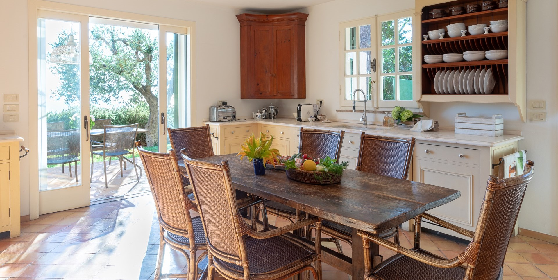 villa-vista-giglio-tuscany-kitchen