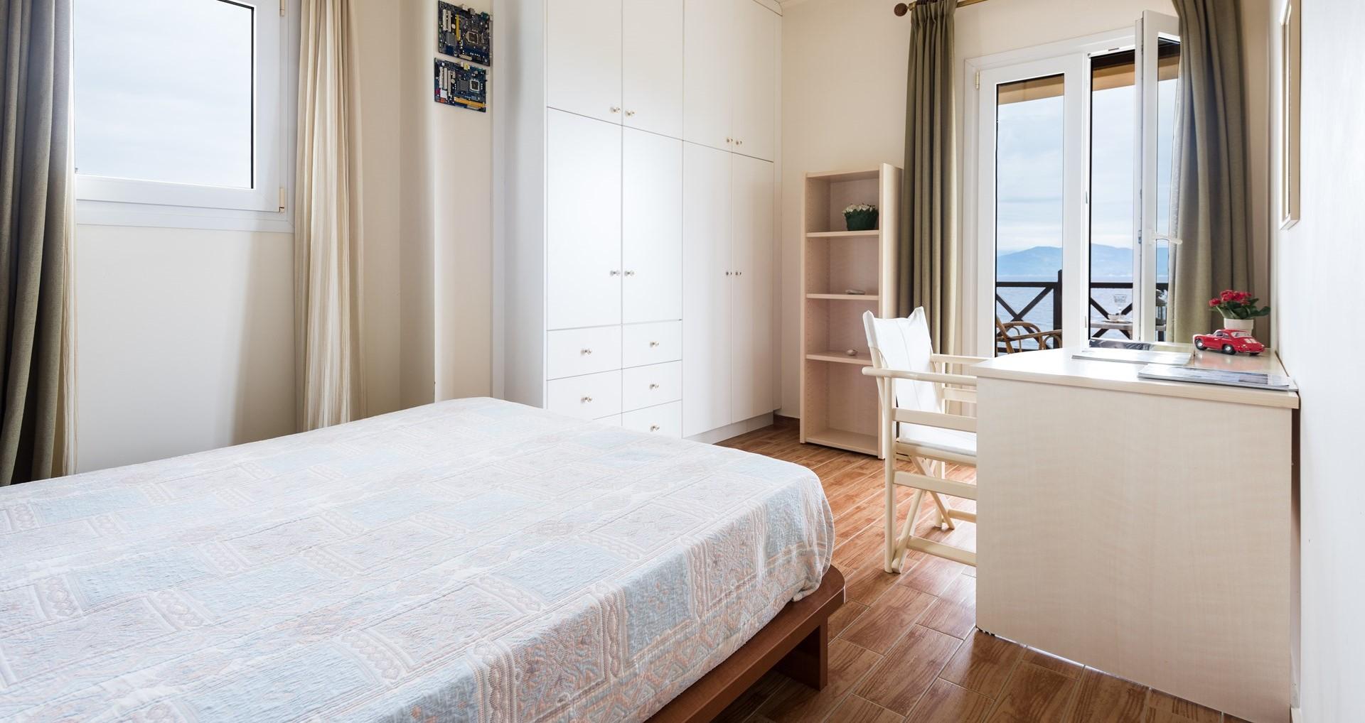 villa-estia-paxos-bedroom-1