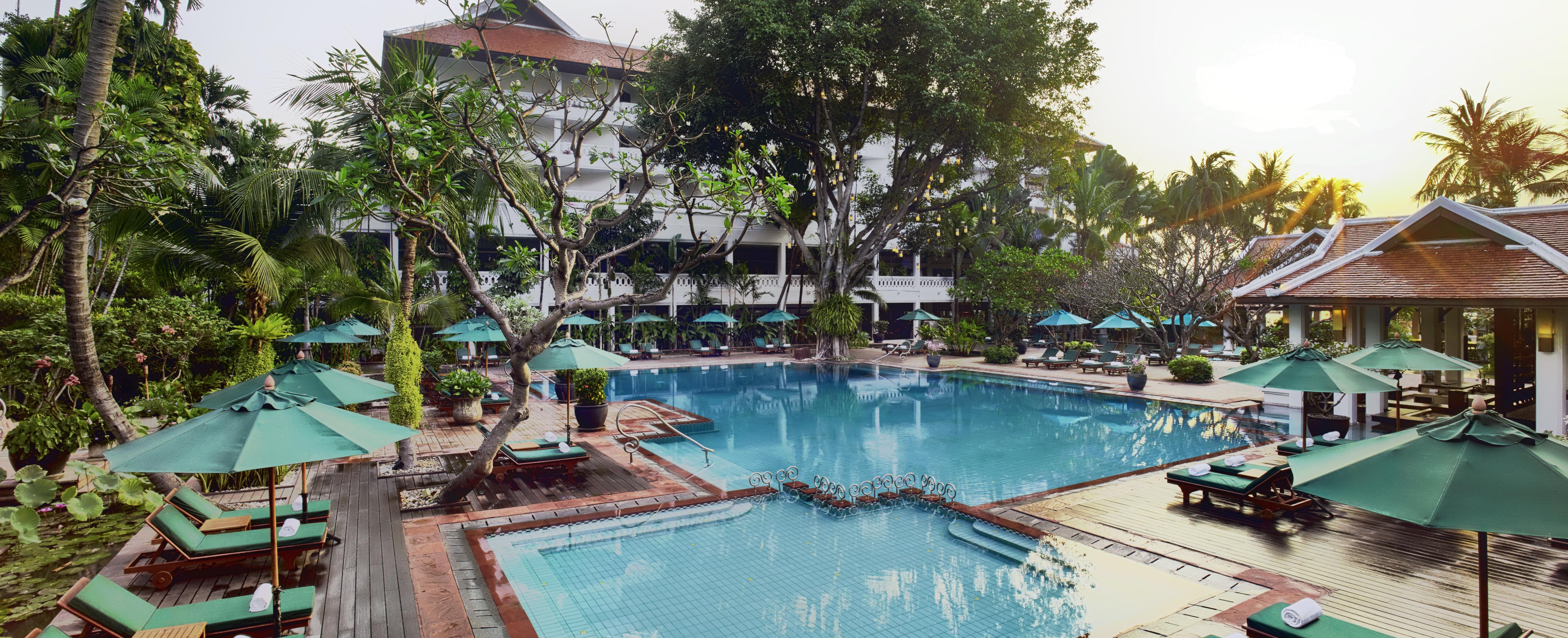 Anantara_Bangkok_Riverside_Pool