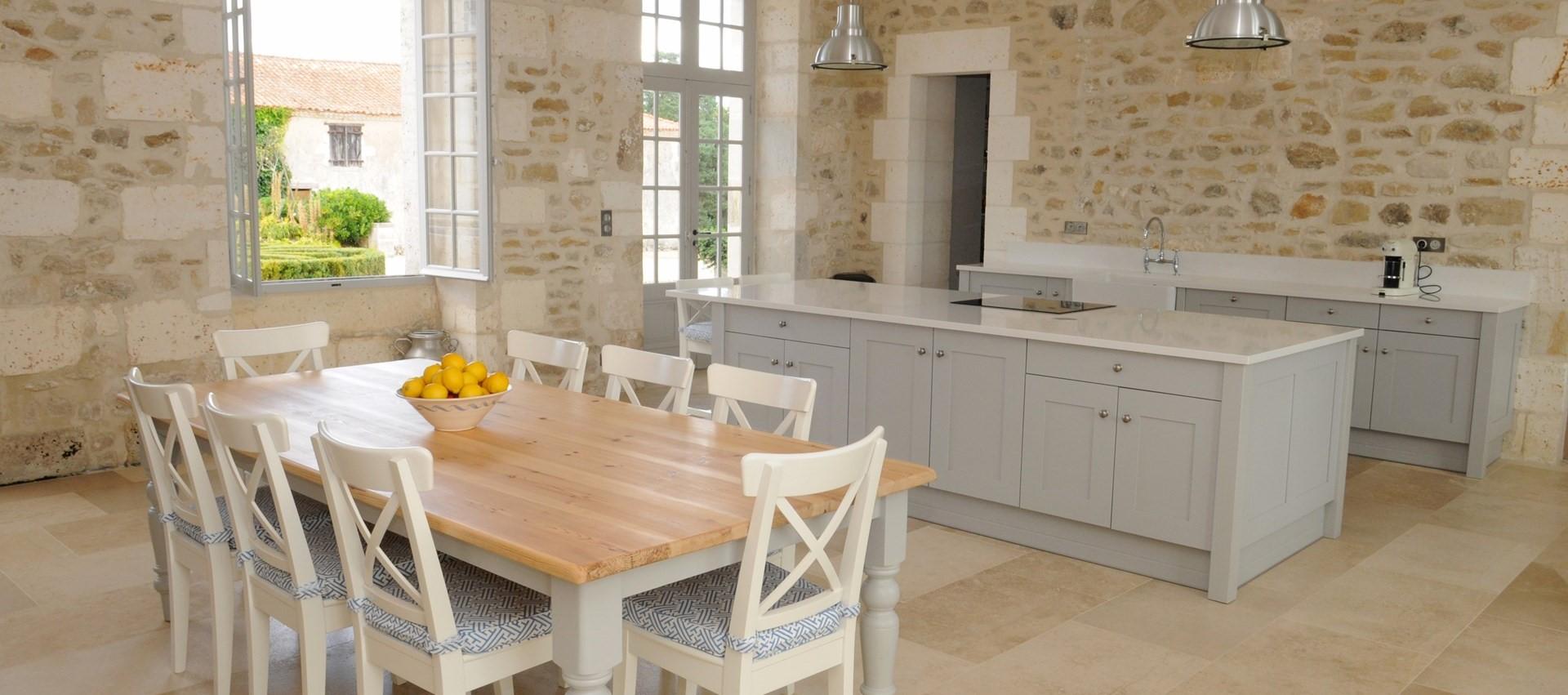 villa-domaine-de-bagatelle-kitchen