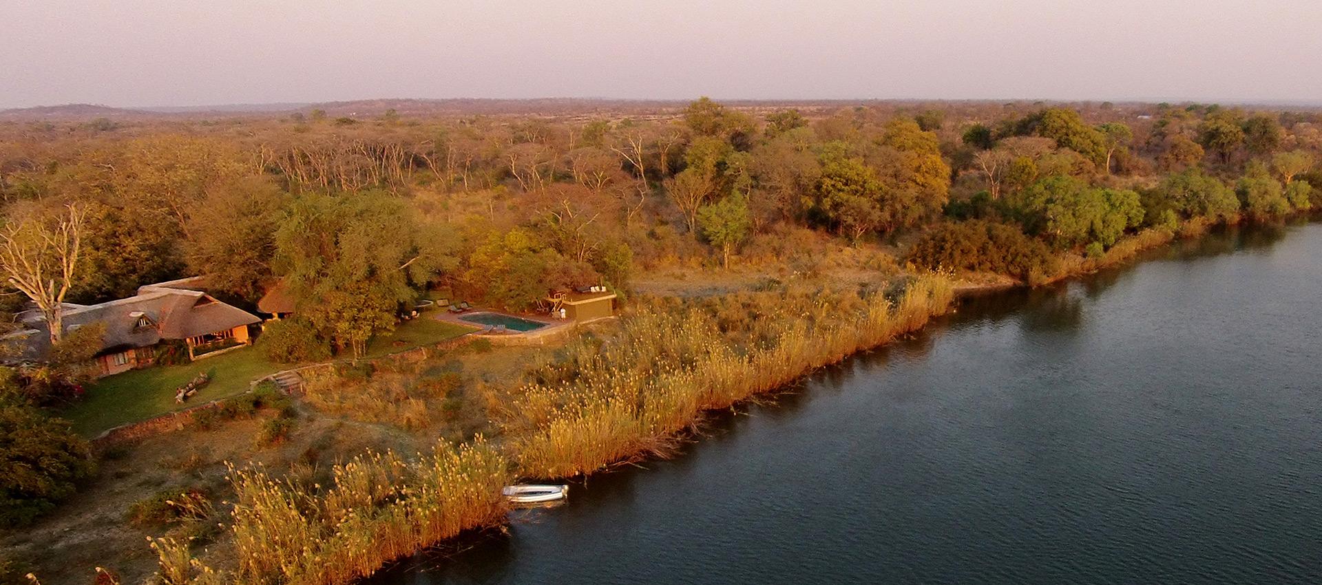 family-luxury-villa-holiday-zambezi