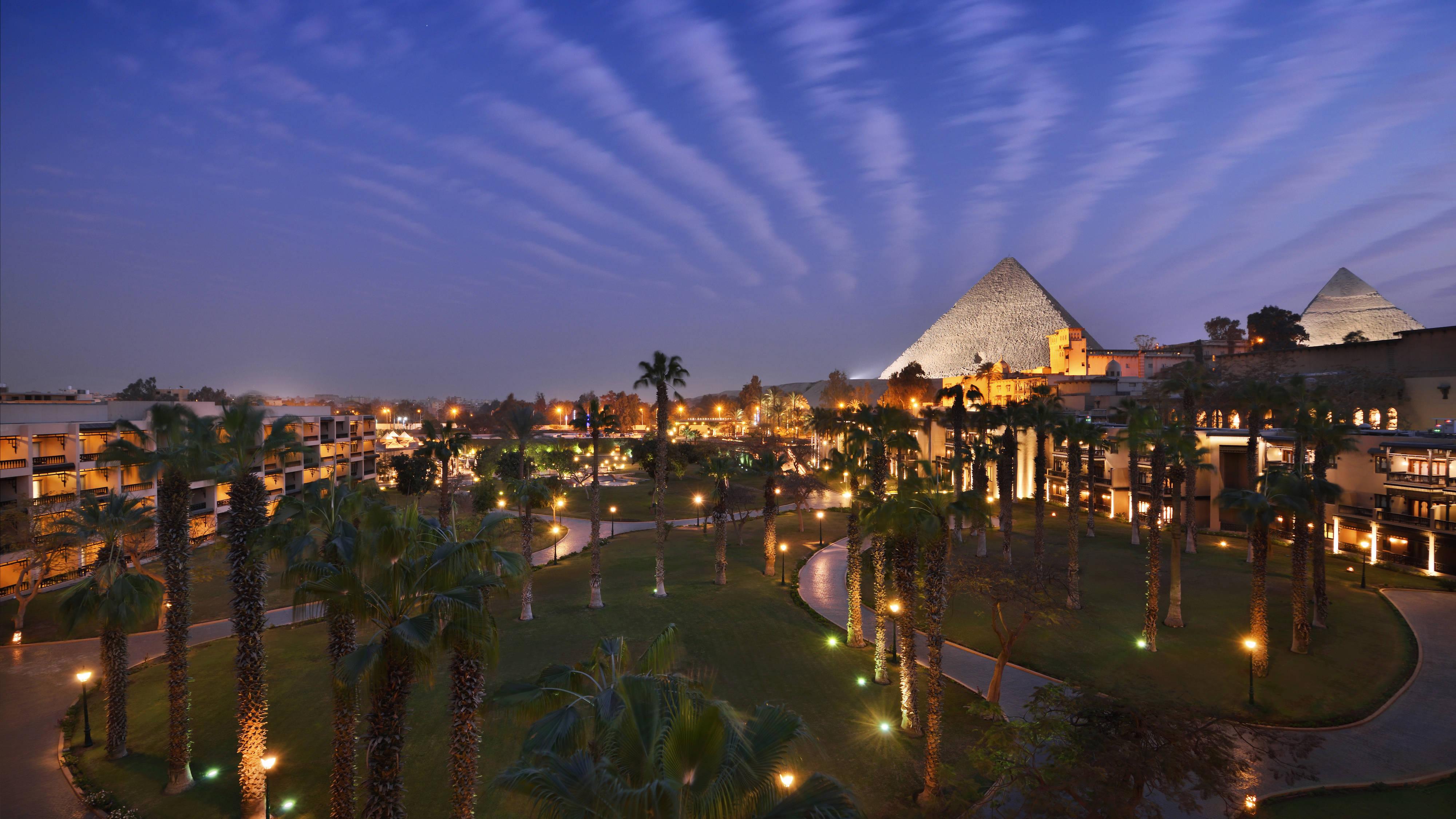 night-view-mena-house-cairo
