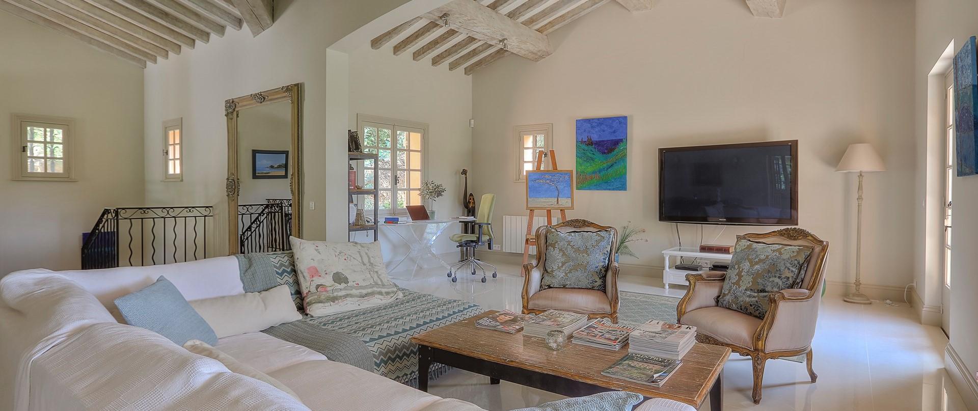 villa-gigaro-3-bedroom-living-space