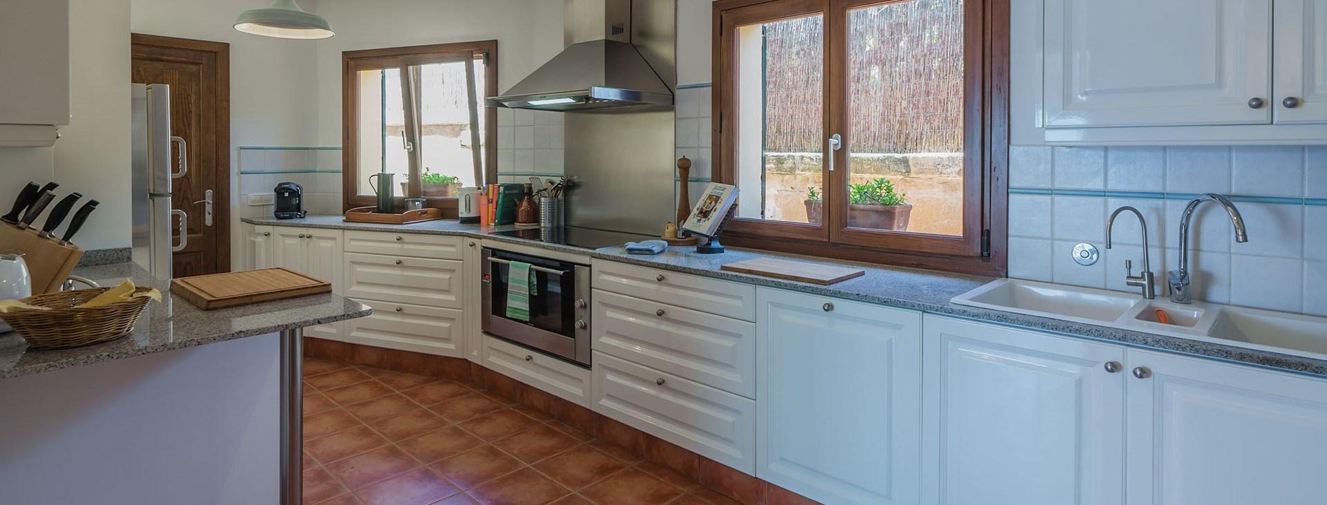 villa-el-mirador-mallorca-kitchen
