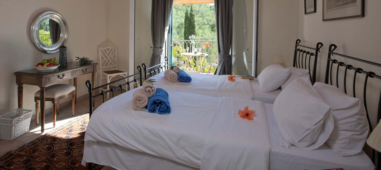 villa-mokoras-corfu-twin-bedroom-1