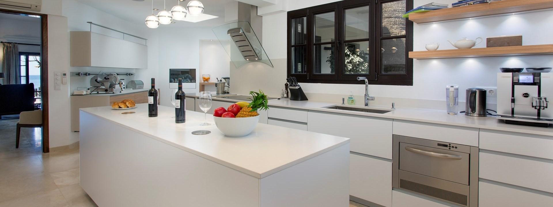 villa-balbina-algarve-kitchen