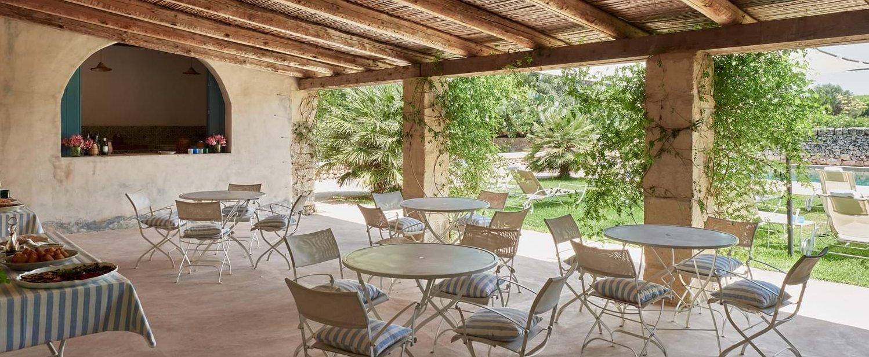 villa-la-dimora-poolside-dining
