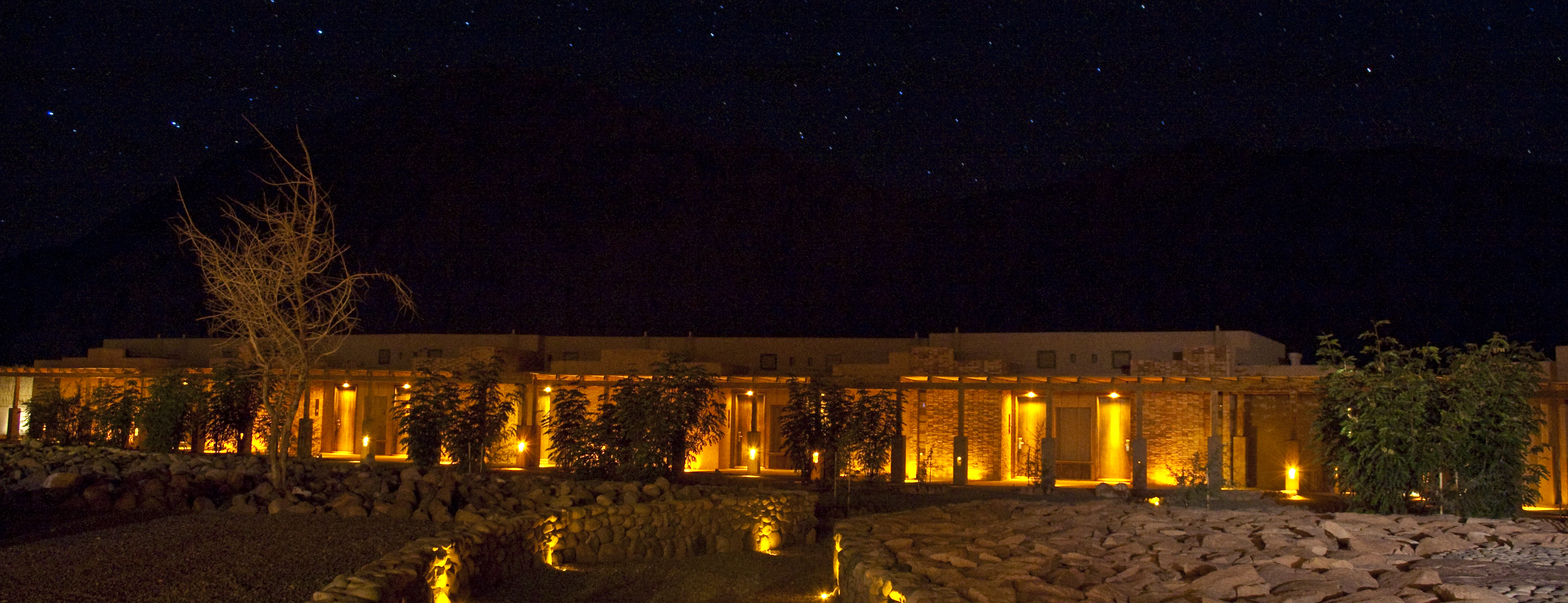 alto-atacama-exterior-night