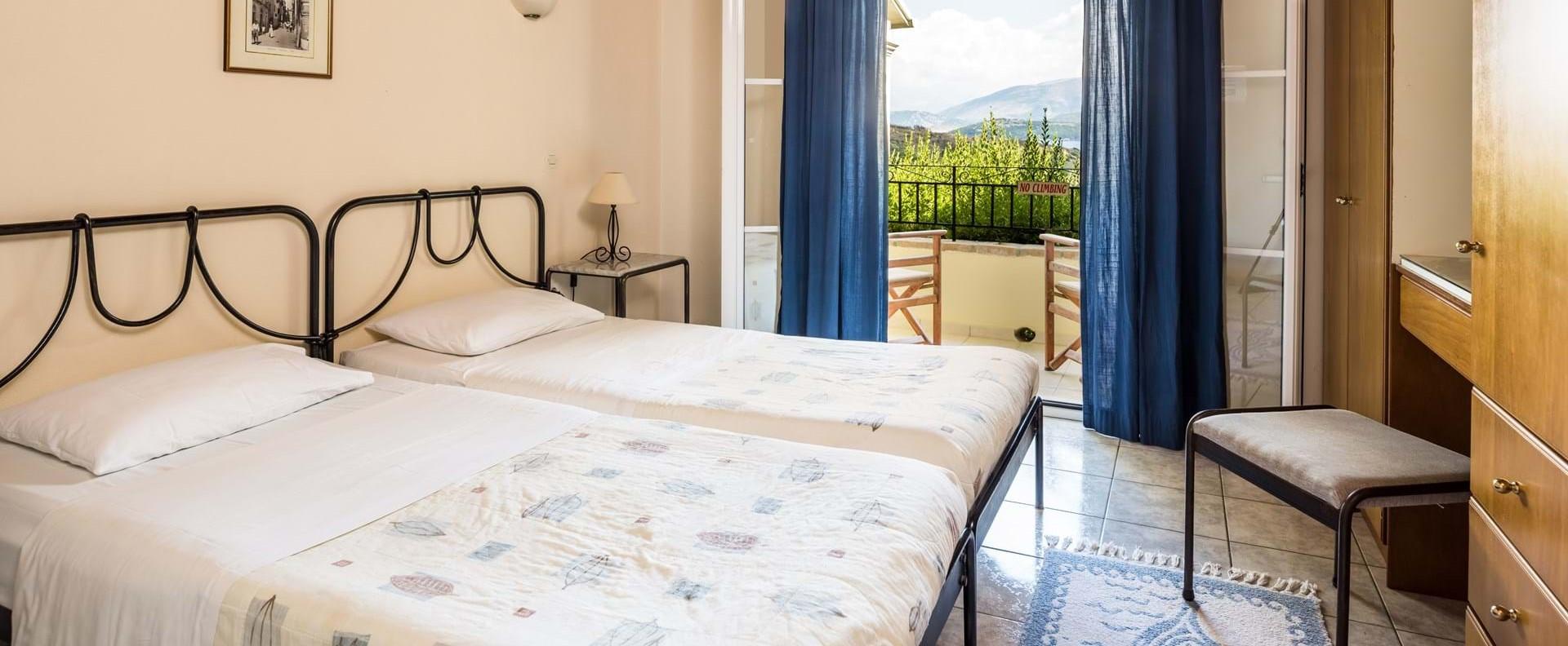 villa-giorgos-corfu-twin-bedroom