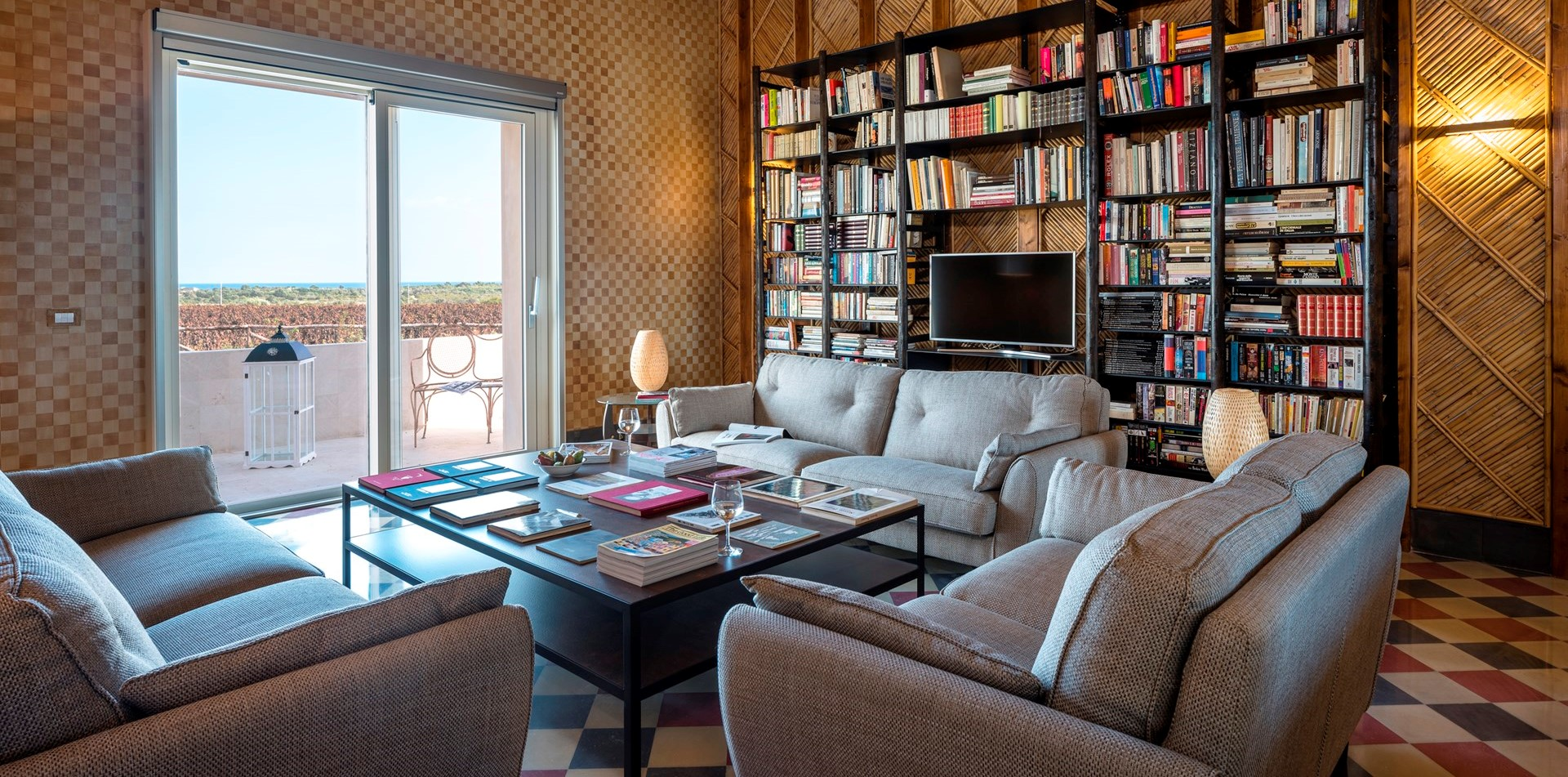 villa-dell-aquila-library