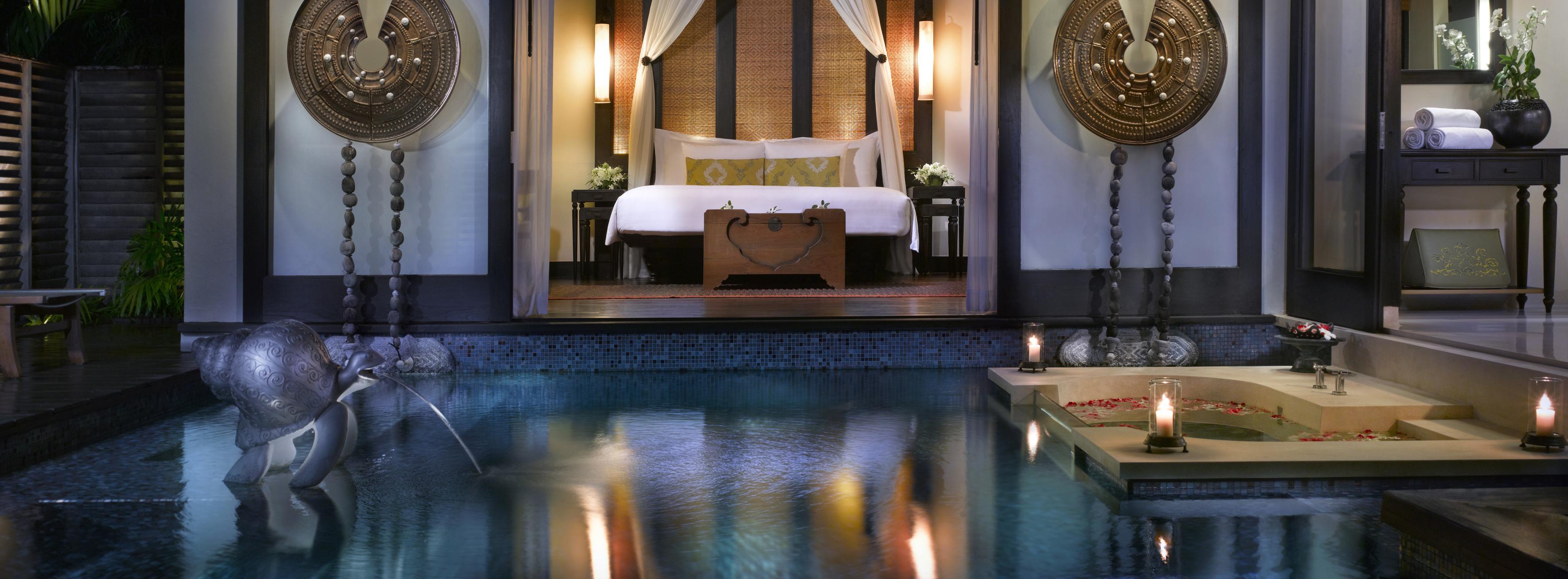 Pool_Villa_at_night_anantara_phuket