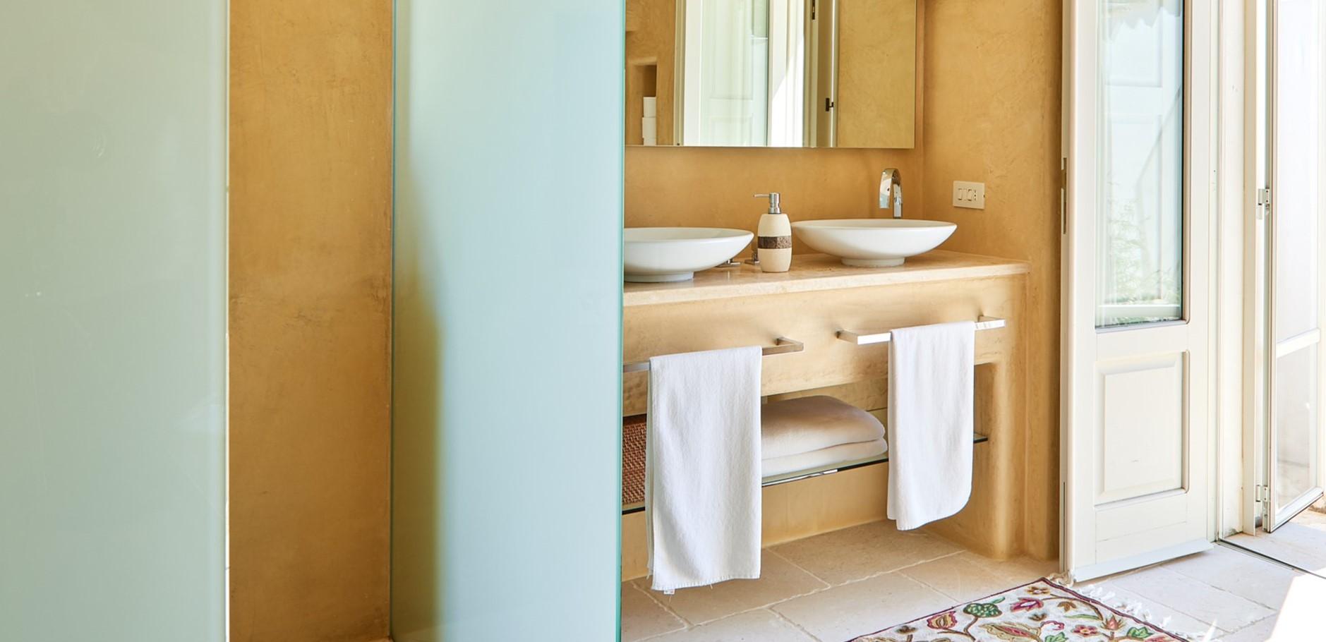 master-bedroom-1-en-suite-shower-room