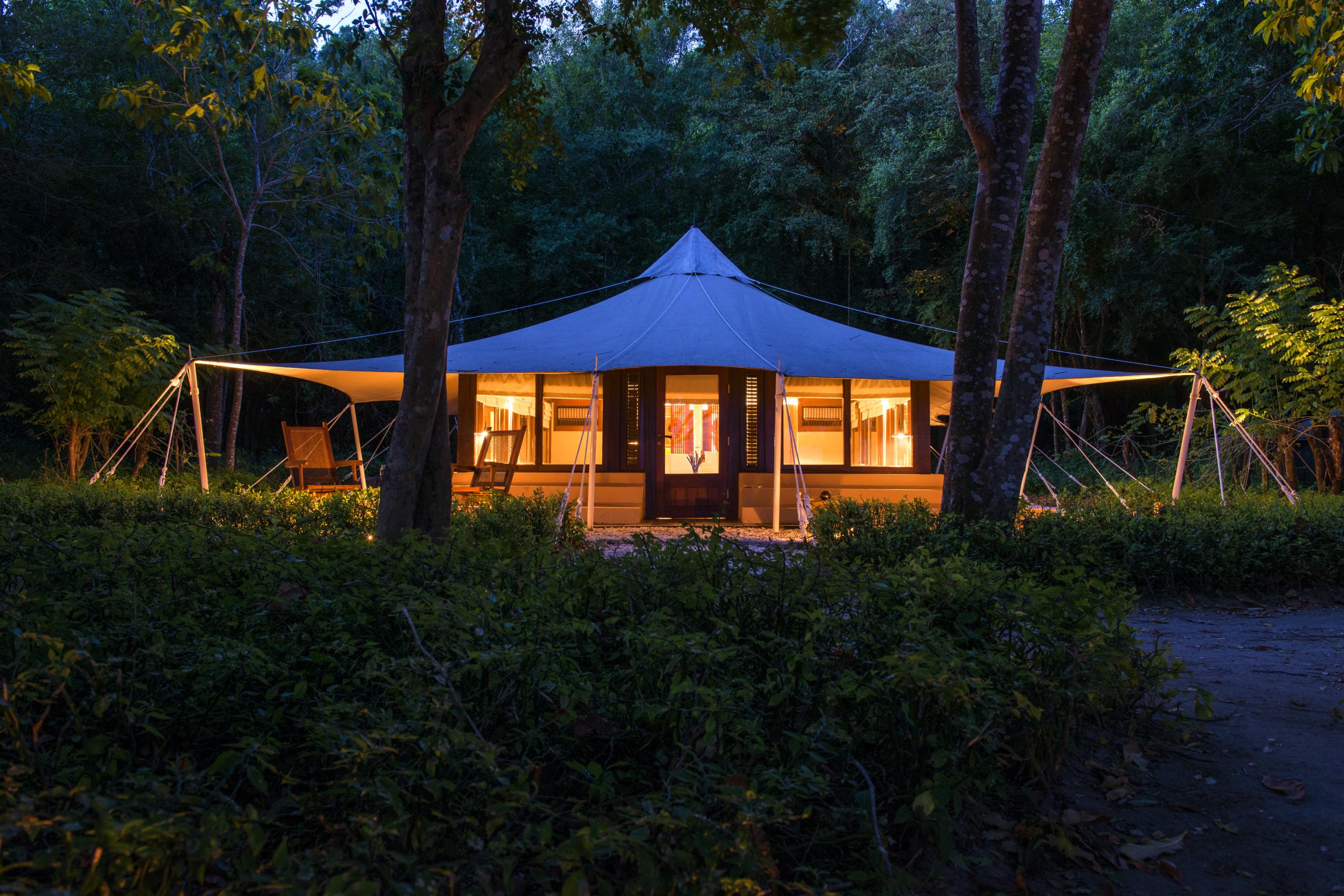 amanwana-moyo-island-jungle-tent