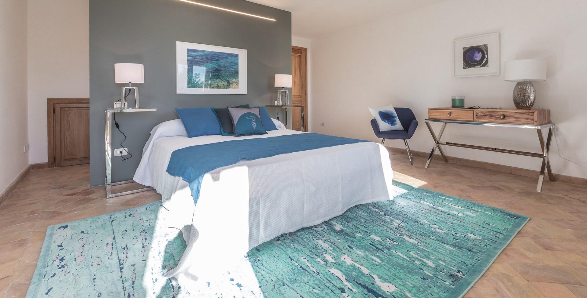 villa-vista-giglio-tuscany-bedroom4