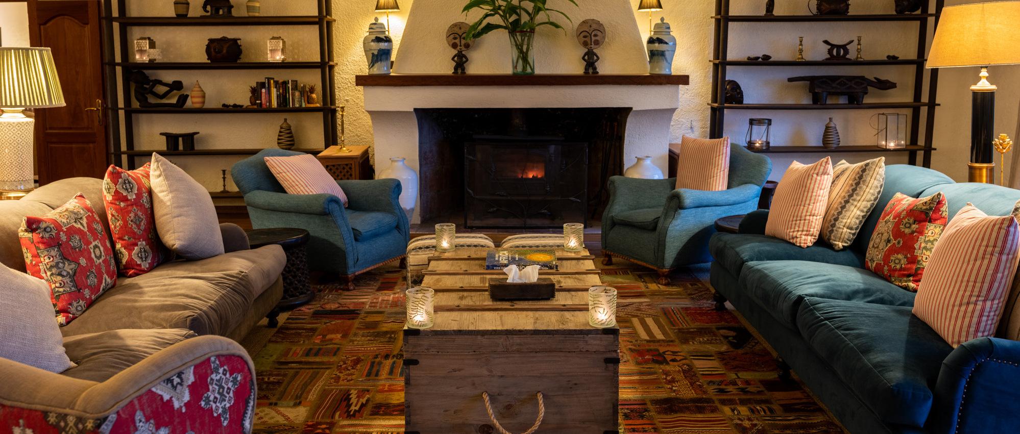 sabyinyo-silverback-lodge-lounge