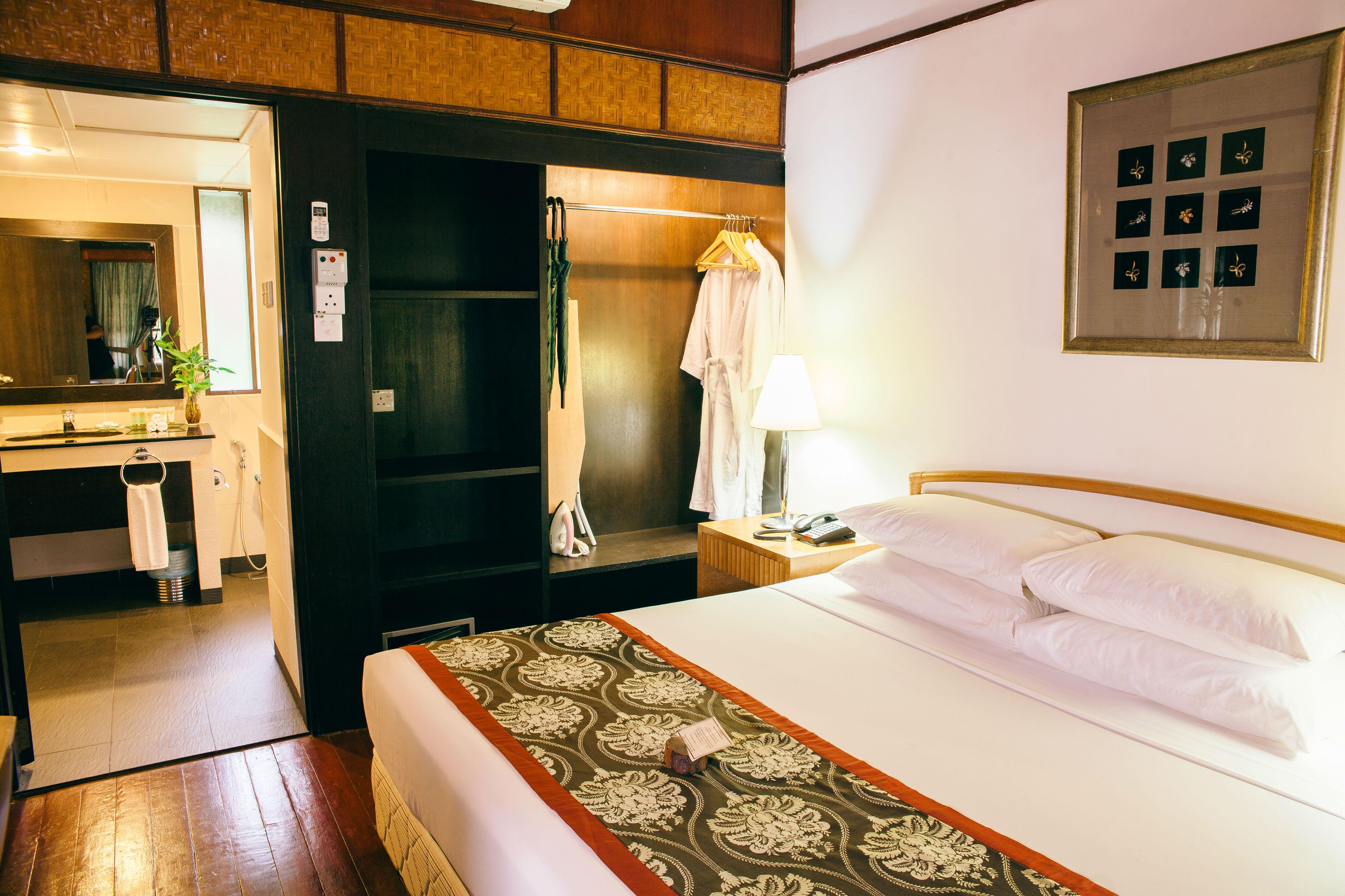 Bungalow_Bedroom_taman_negara_resort