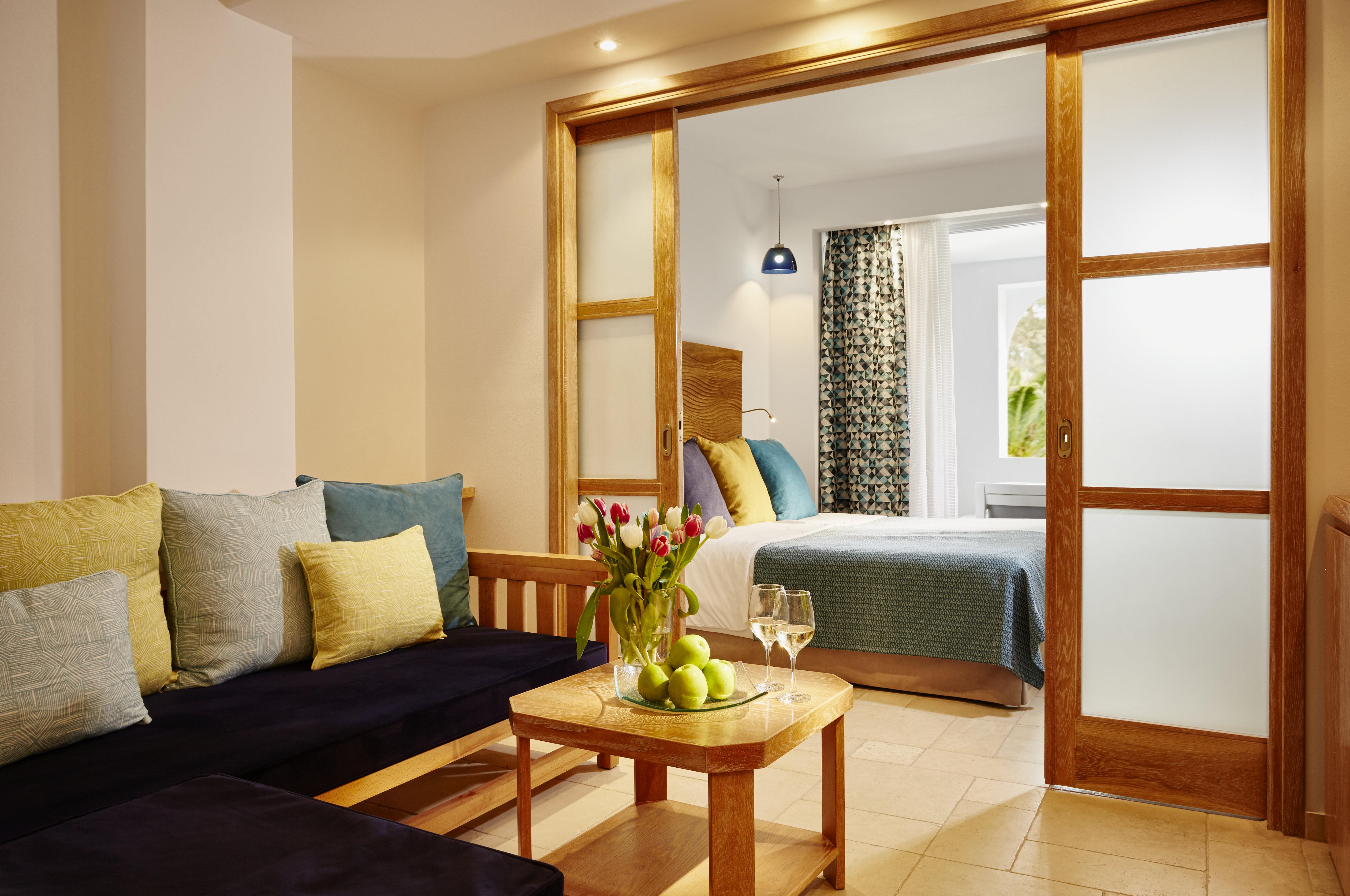 eagles-palace-hotel-family-beach