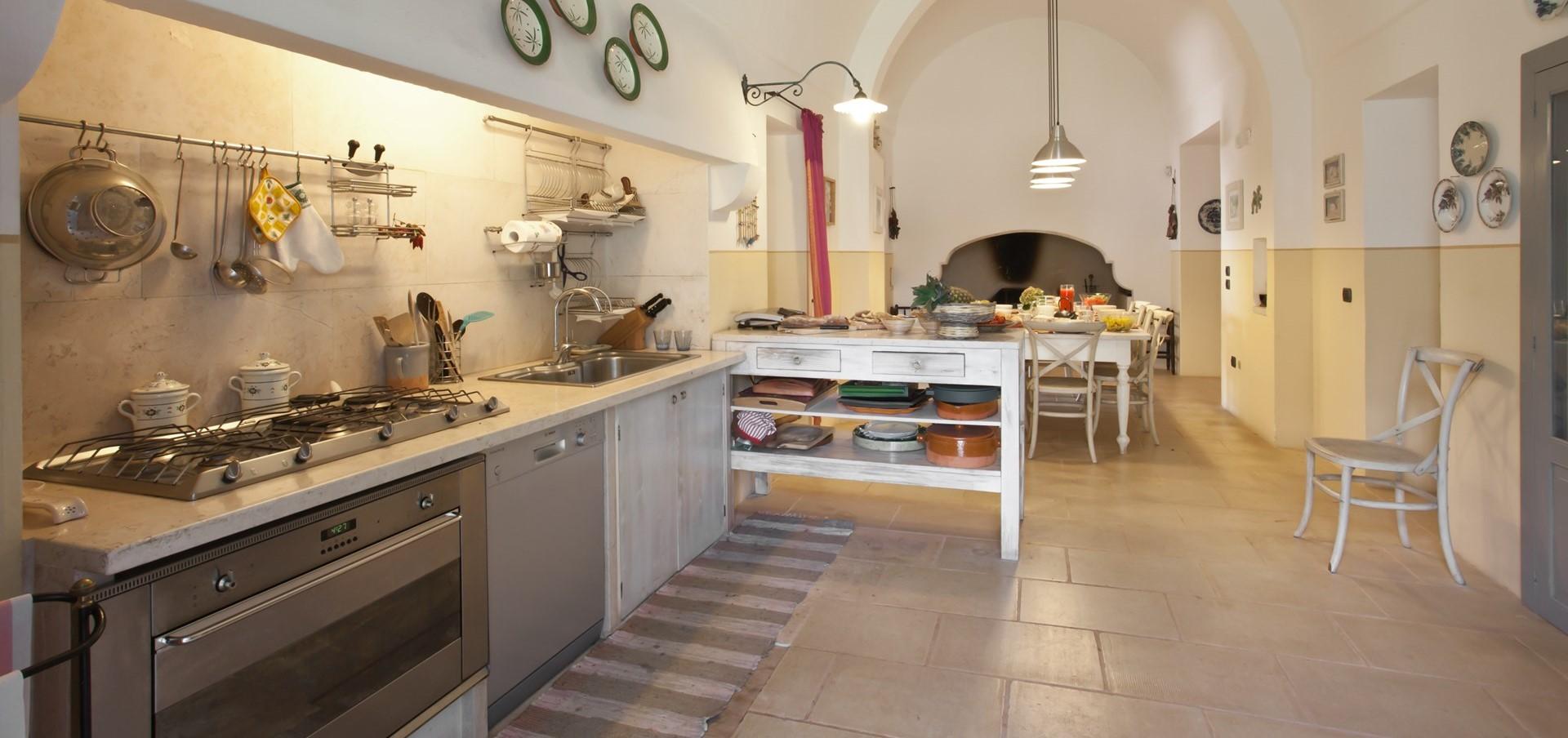 villa-le-more-puglia-kitchen