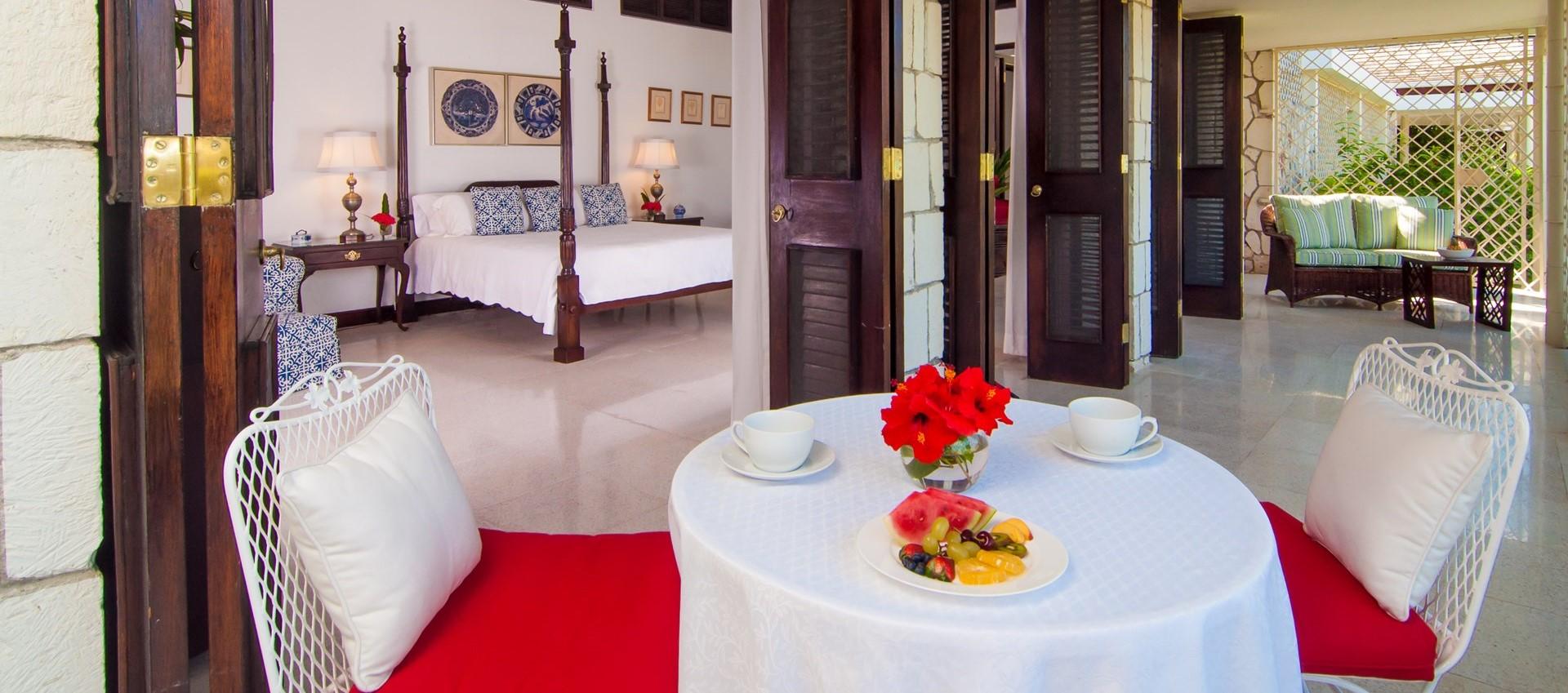 noble-house-villa-master-bedroom