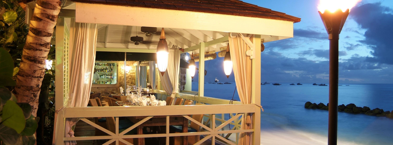 beachfront-dining-barbados