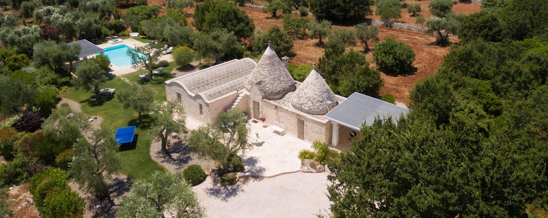 villa-giu-al-trullo-aerial-view