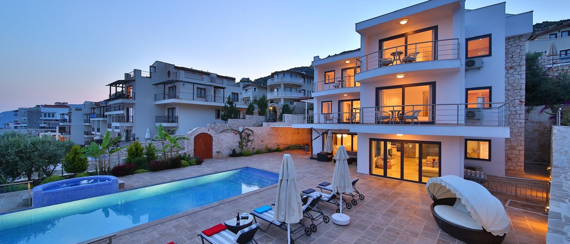 luxury-5-bedroom-family-pool-villa-kalka