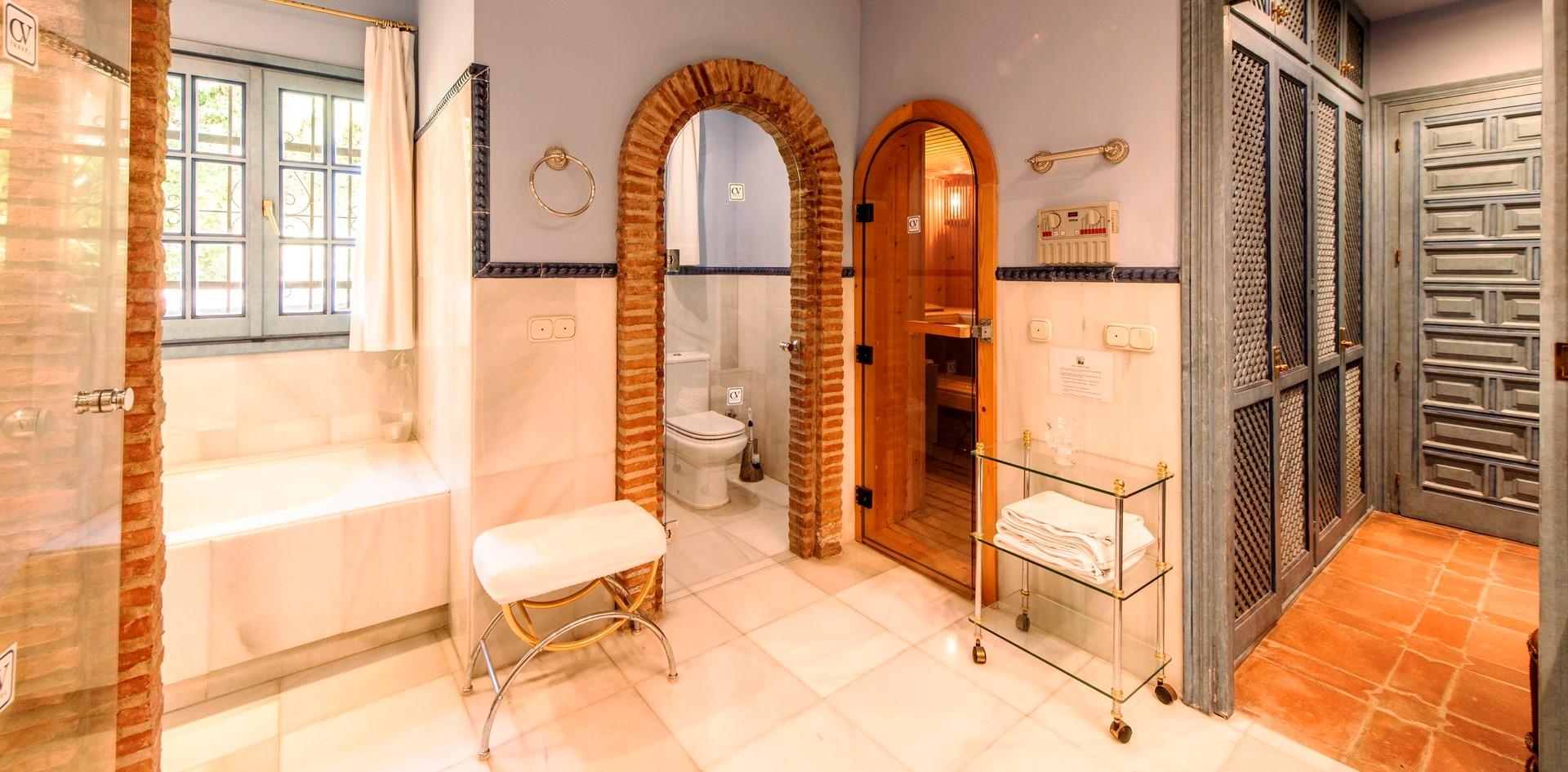 villa-marbella-ensuite-bathroom