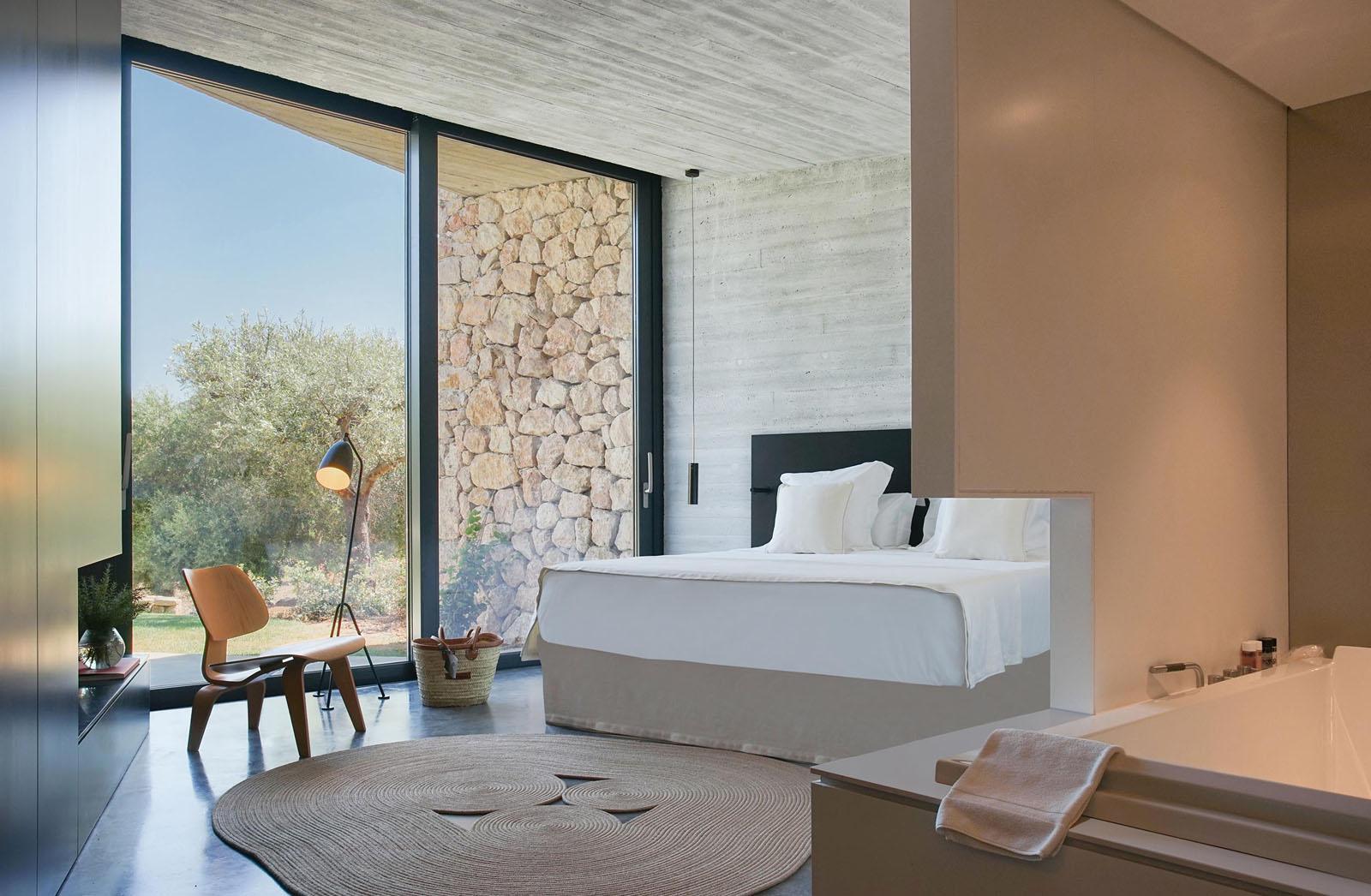 Hotel-Son-Brull-villa-suite-bedroom