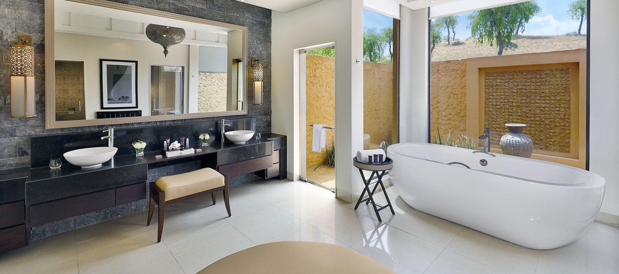 luxury-al-wadi-desert-hotel