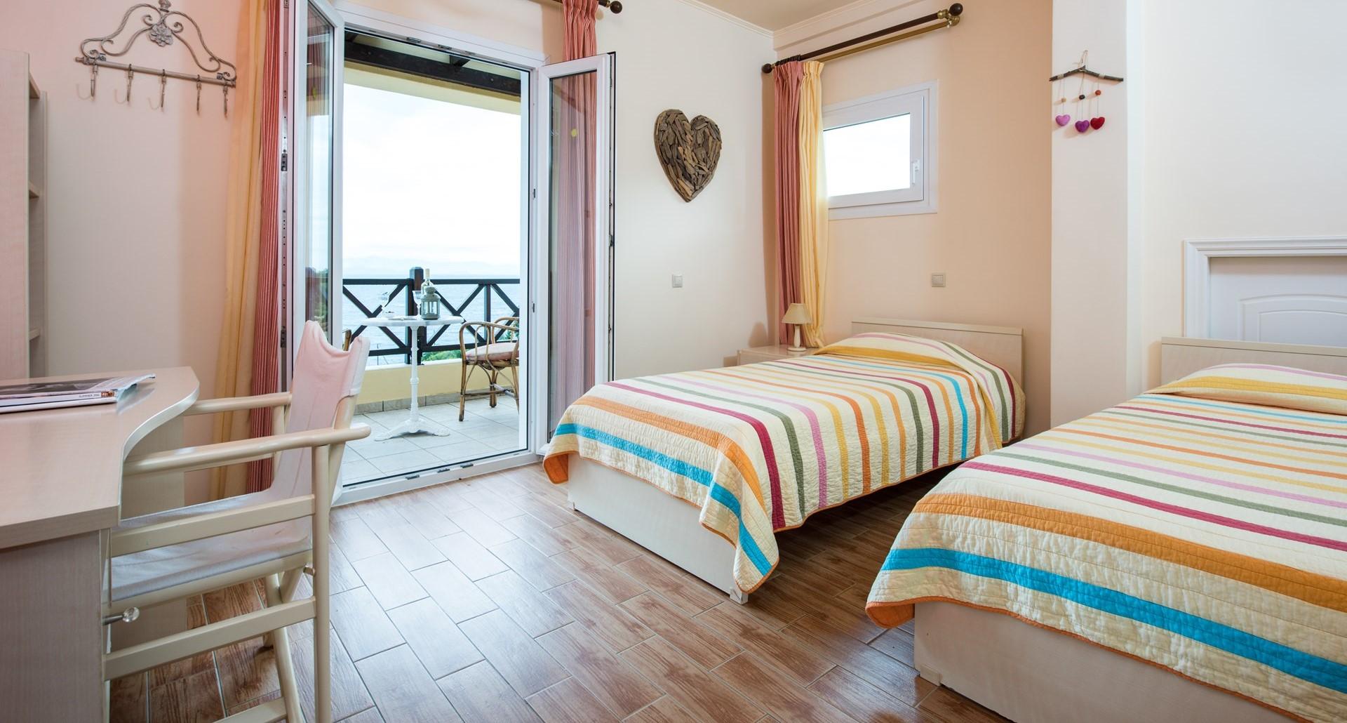 villa-estia-paxos-twin-bedroom-1