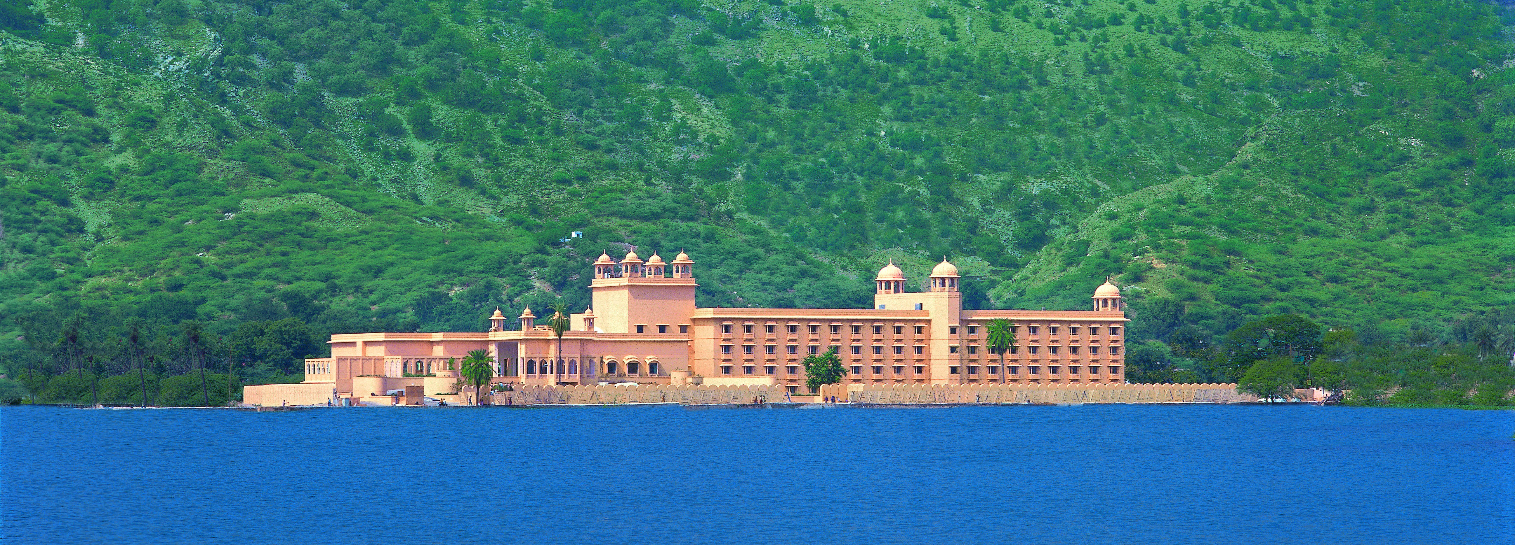 trident-jaipur-exterior-from-lake