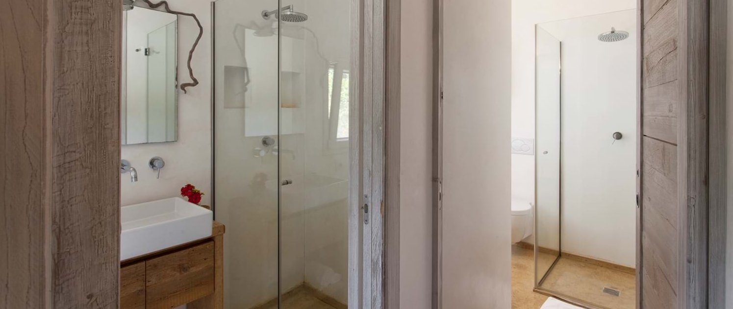 villa-lucia-ensuite-shower