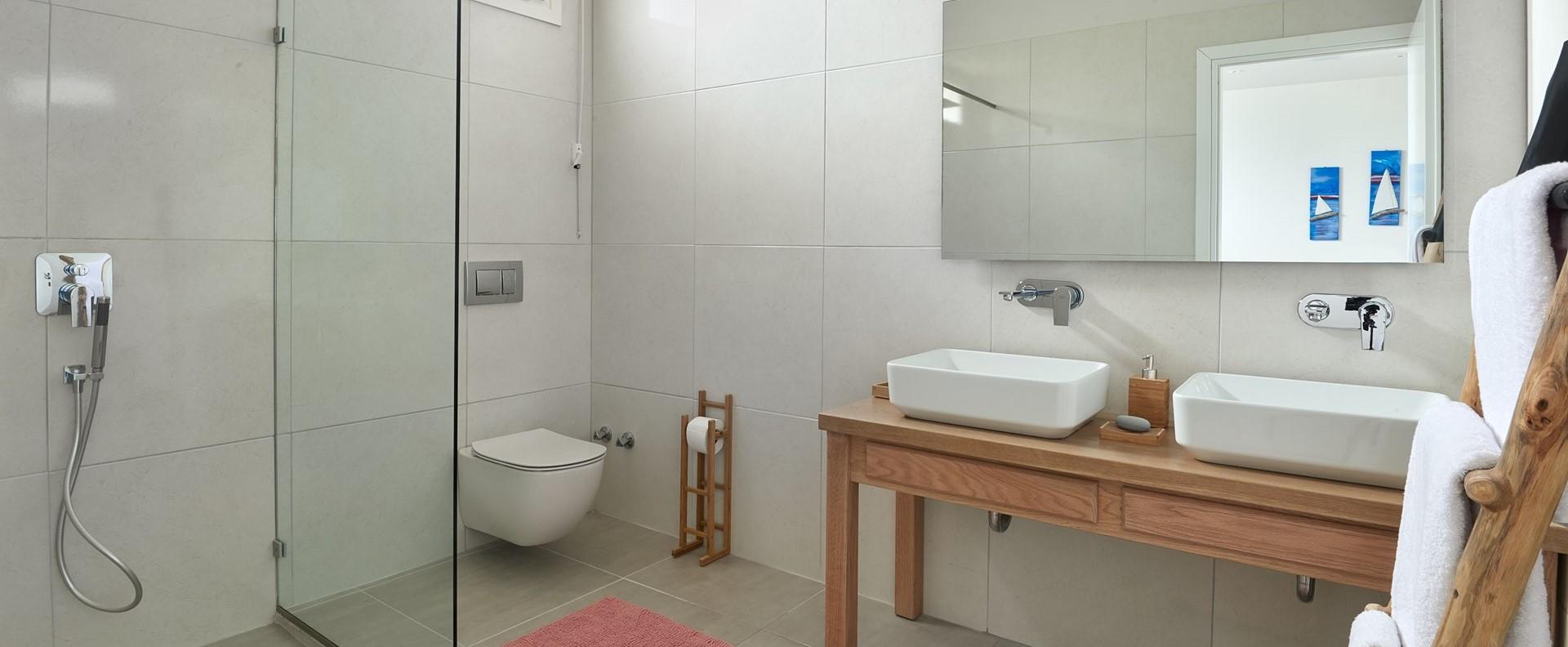 nero-beach-house-luxury-ensuite-shower-2