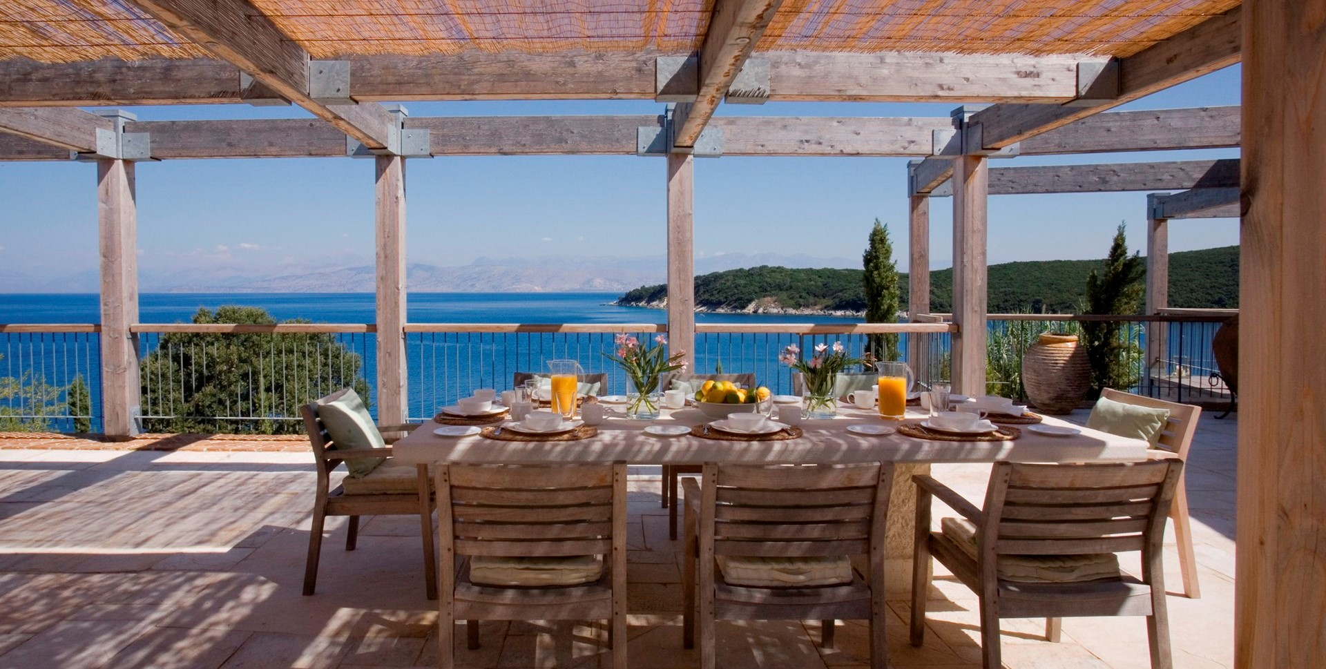 villa-amarea-al-fresco-dining