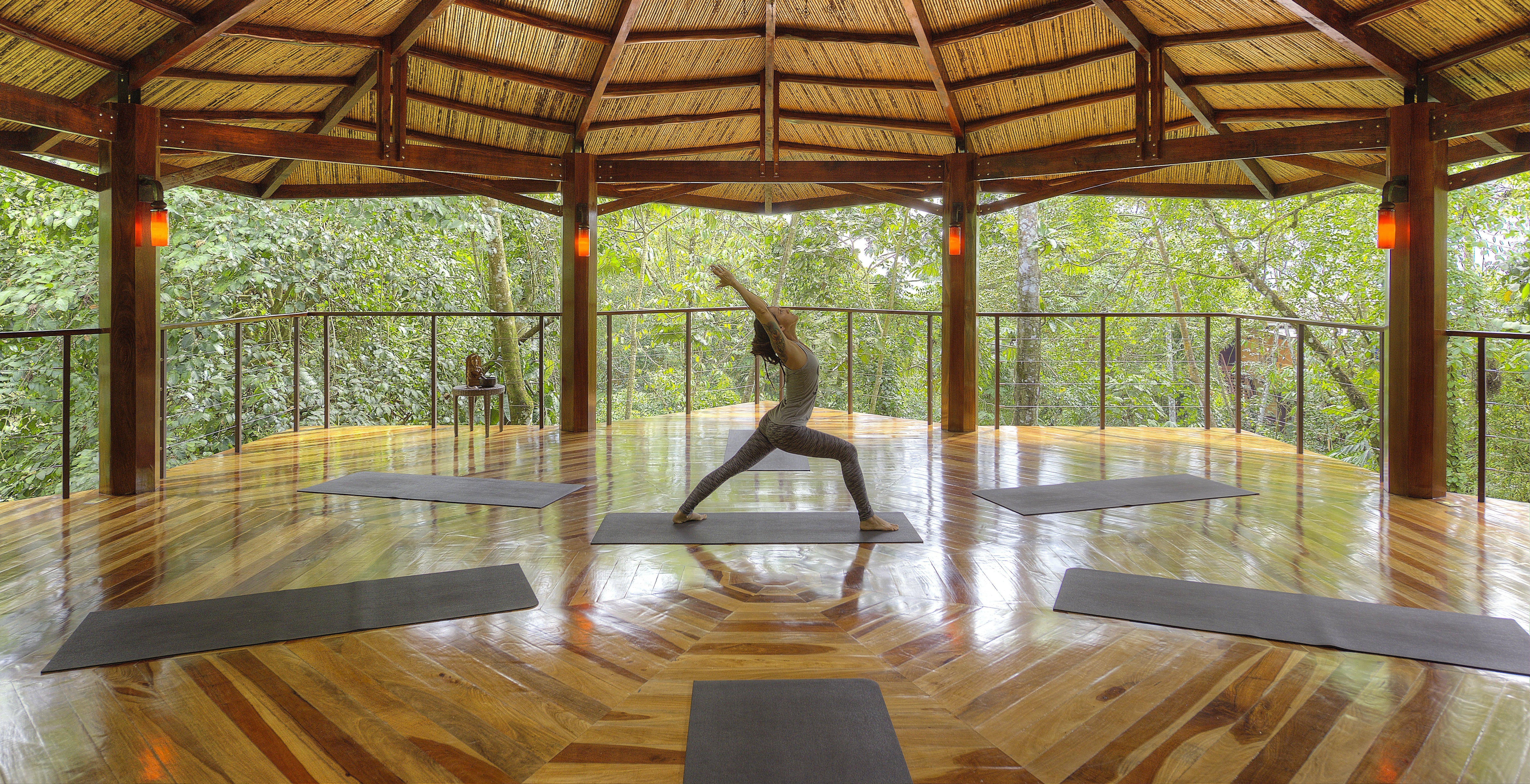 nayara-springs-arenal-yoga-class