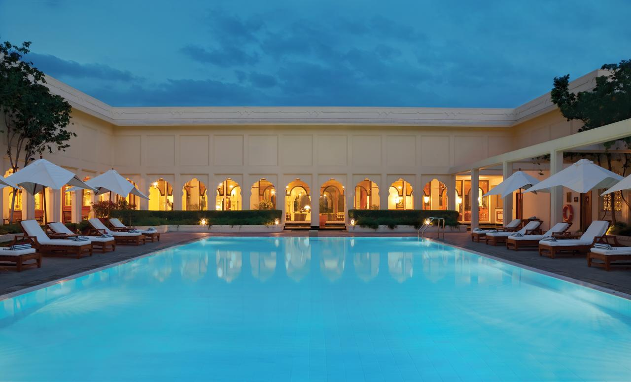 trident-jaipur-pool-night