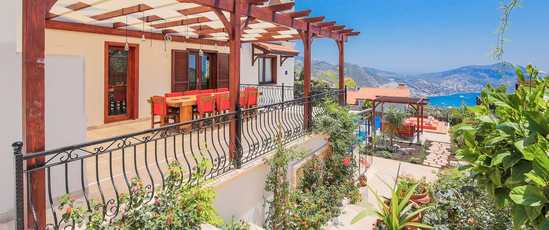 villa-caria-kalkan-outdoor-dining-terrac