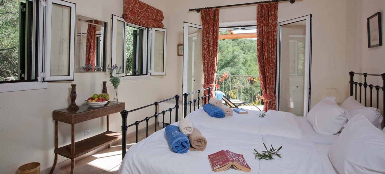 villa-mokoras-corfu-twin-bedroom-2