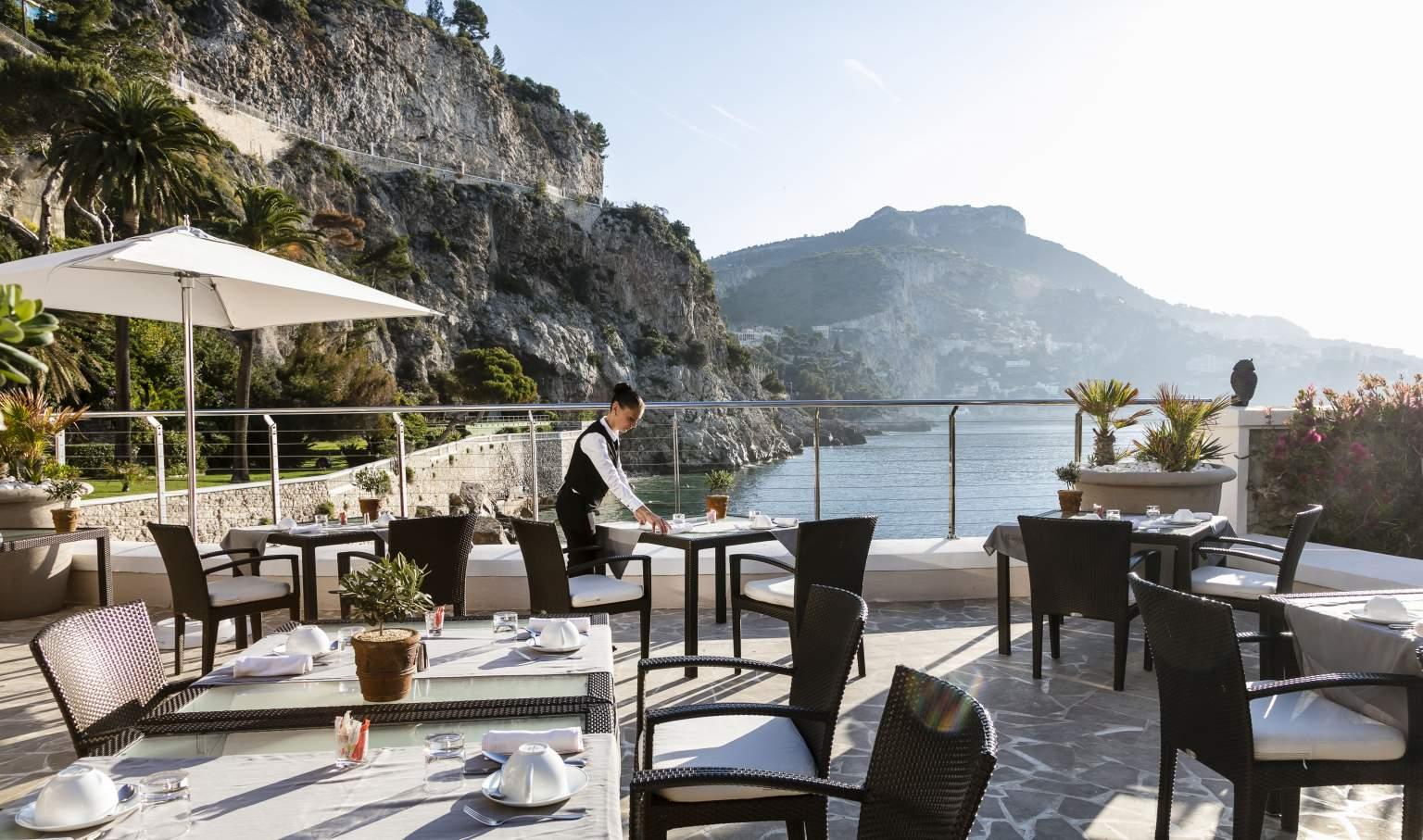 dining-terrace-cap-estel