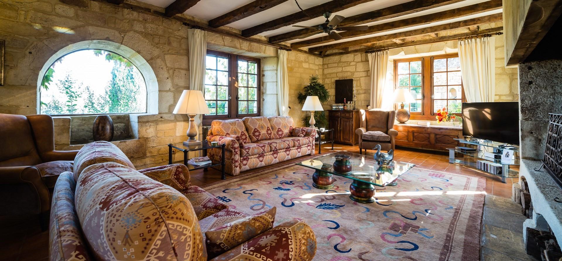 villa-le-village-oak-beam-lounge